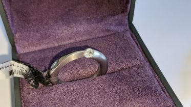 Platinum 950 ultra-modern set ring in polished & matt finish platinum with central tension mount dia
