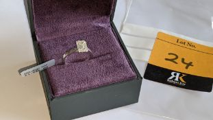 18ct white gold ring with 0.69ct of baguette & round diamonds. Includes certificate that relates to
