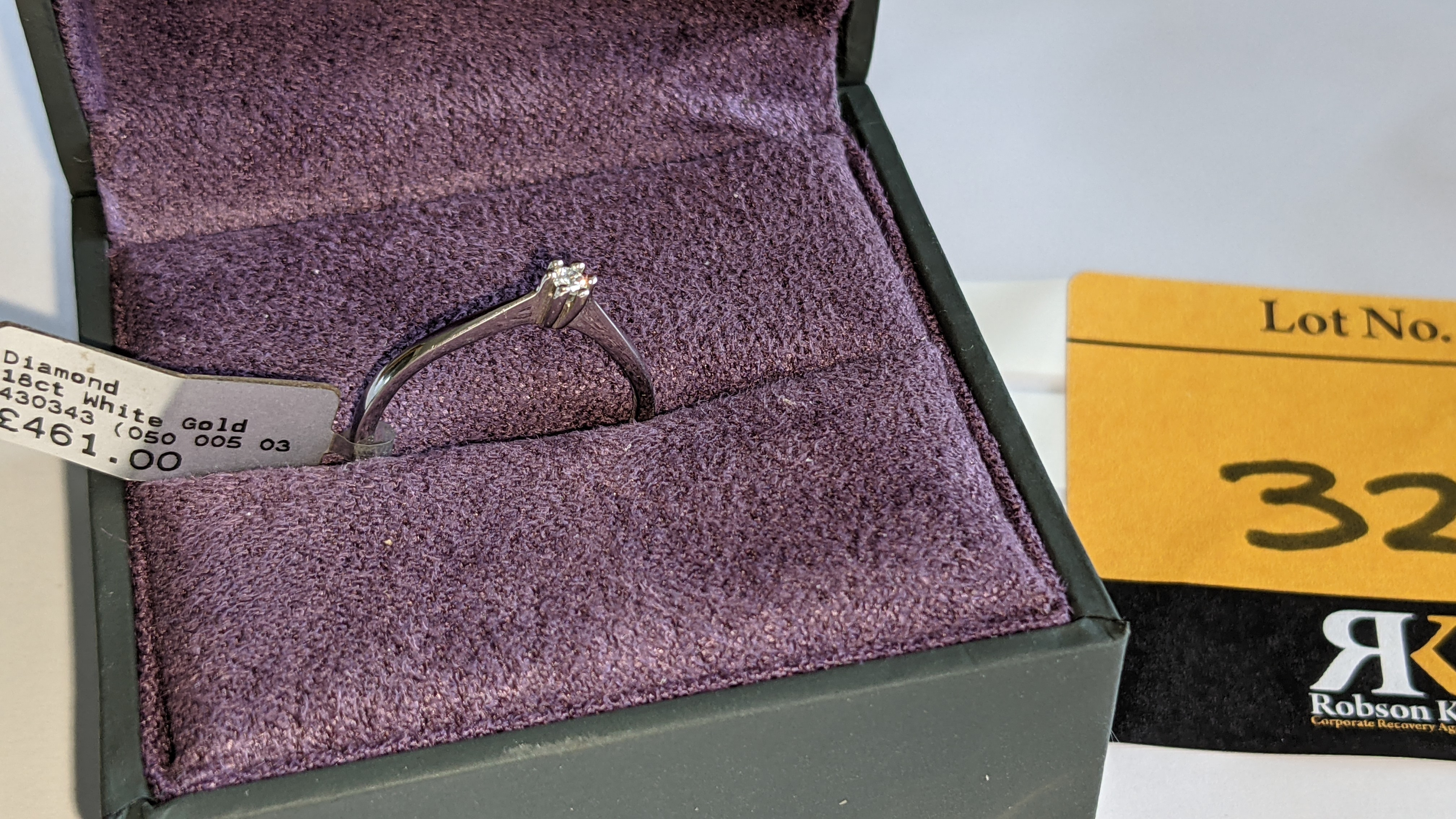 18ct white gold ring with central 0.05ct diamond. RRP £461 - Image 2 of 16