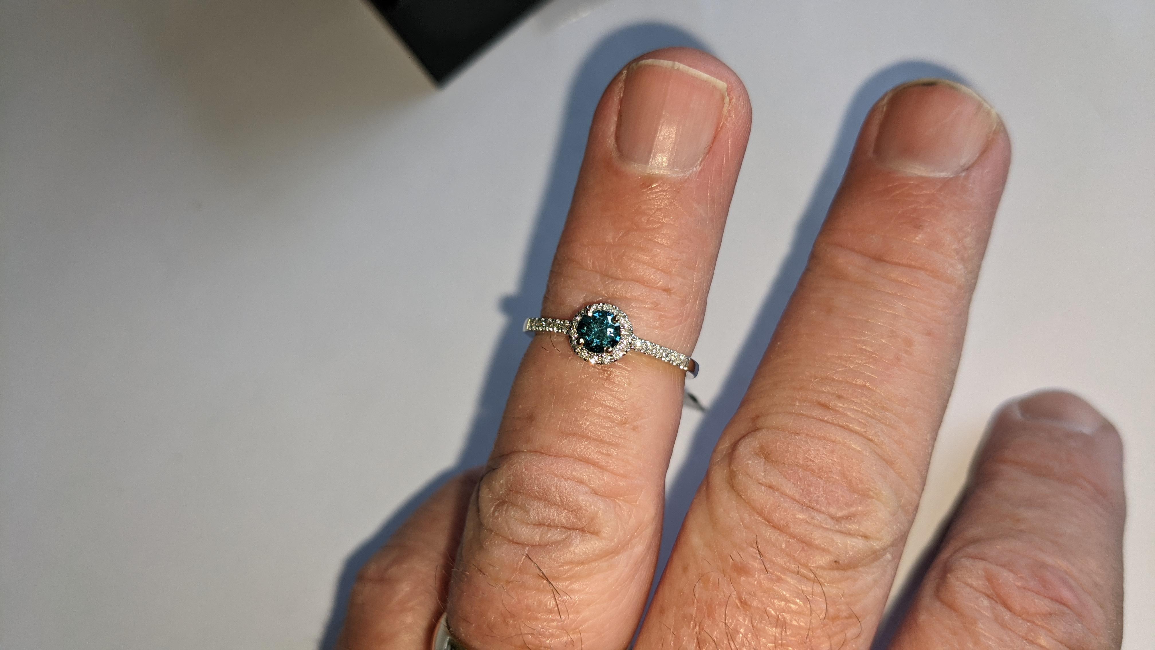 18ct white gold & diamond ring with 0.30ct blue diamond & 0.1ct of additional diamonds around the ce - Image 18 of 19
