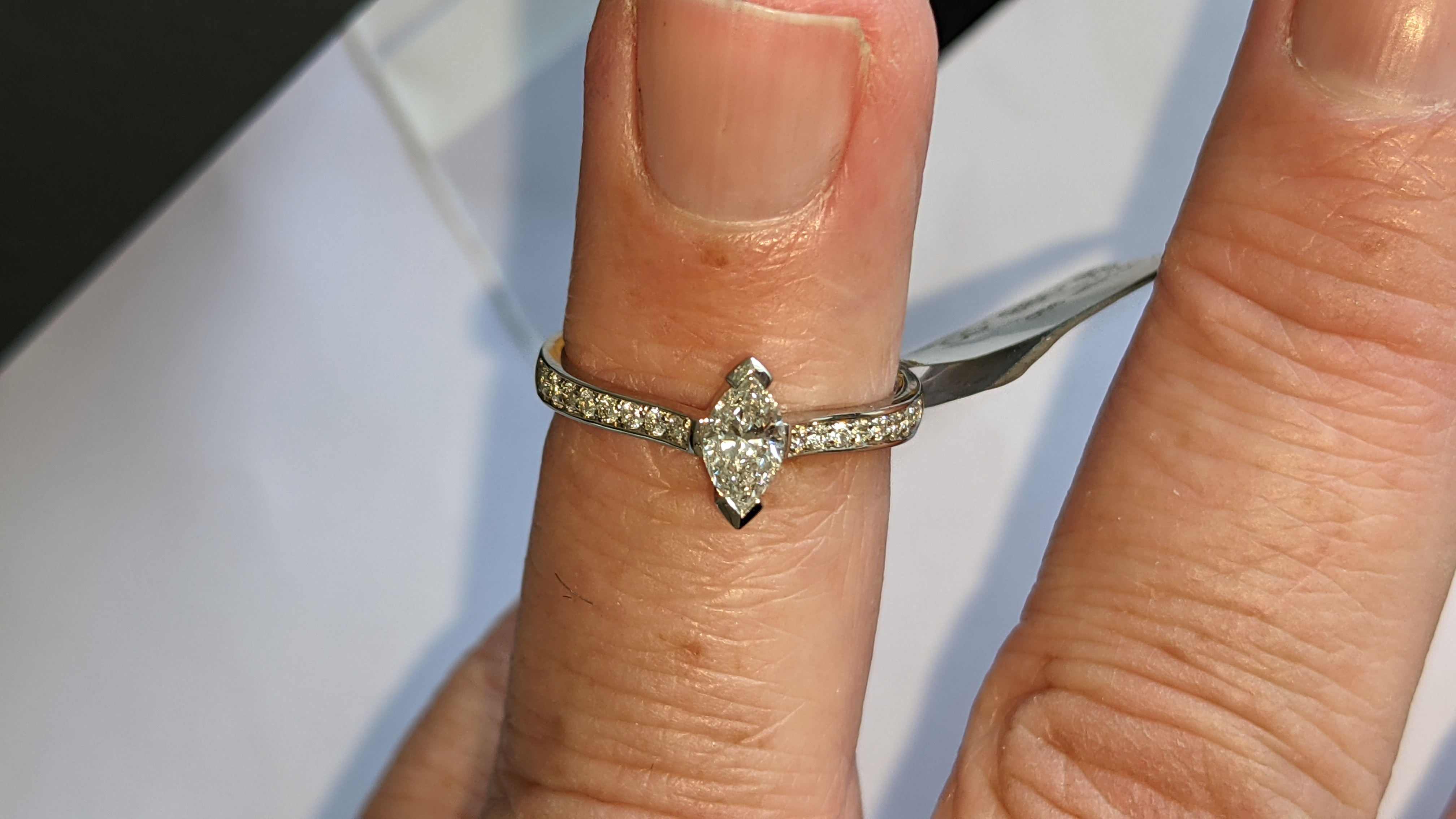 Platinum 950 ring with marquise shaped central diamond plus diamonds on the shoulders either side, t - Image 15 of 16