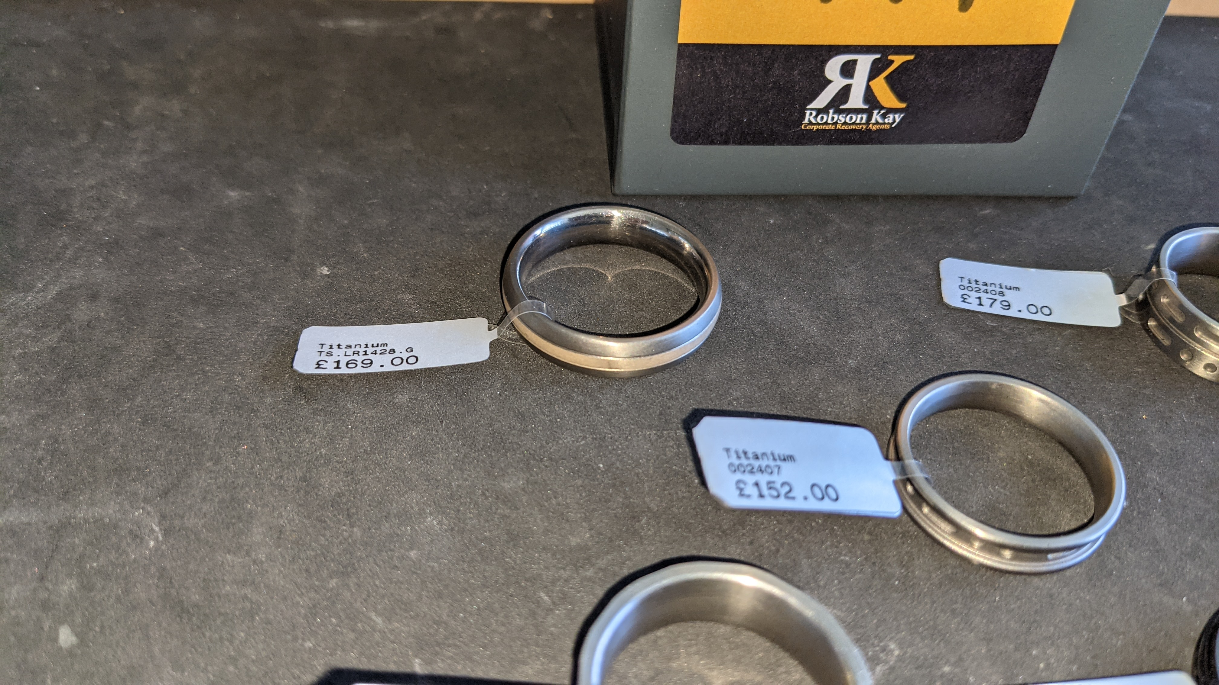 5 off assorted titanium rings with RRP from £109 - £179 per ring. Total RRP is £785 - Image 9 of 13