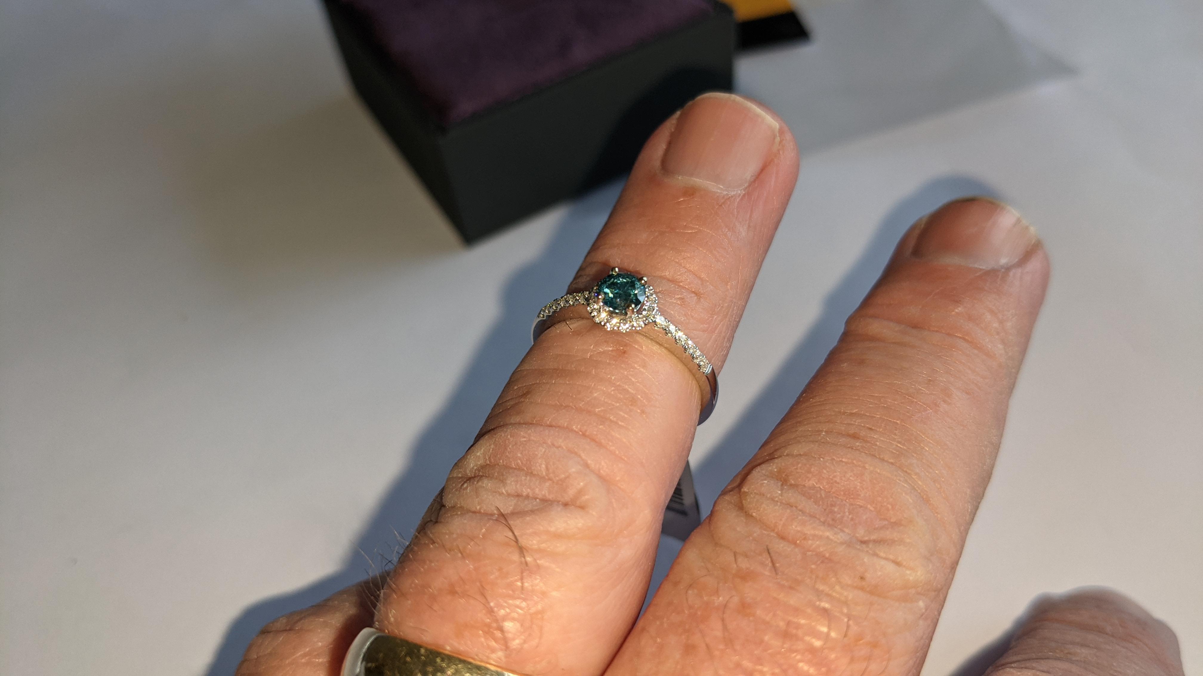 18ct white gold & diamond ring with 0.30ct blue diamond & 0.1ct of additional diamonds around the ce - Image 17 of 19