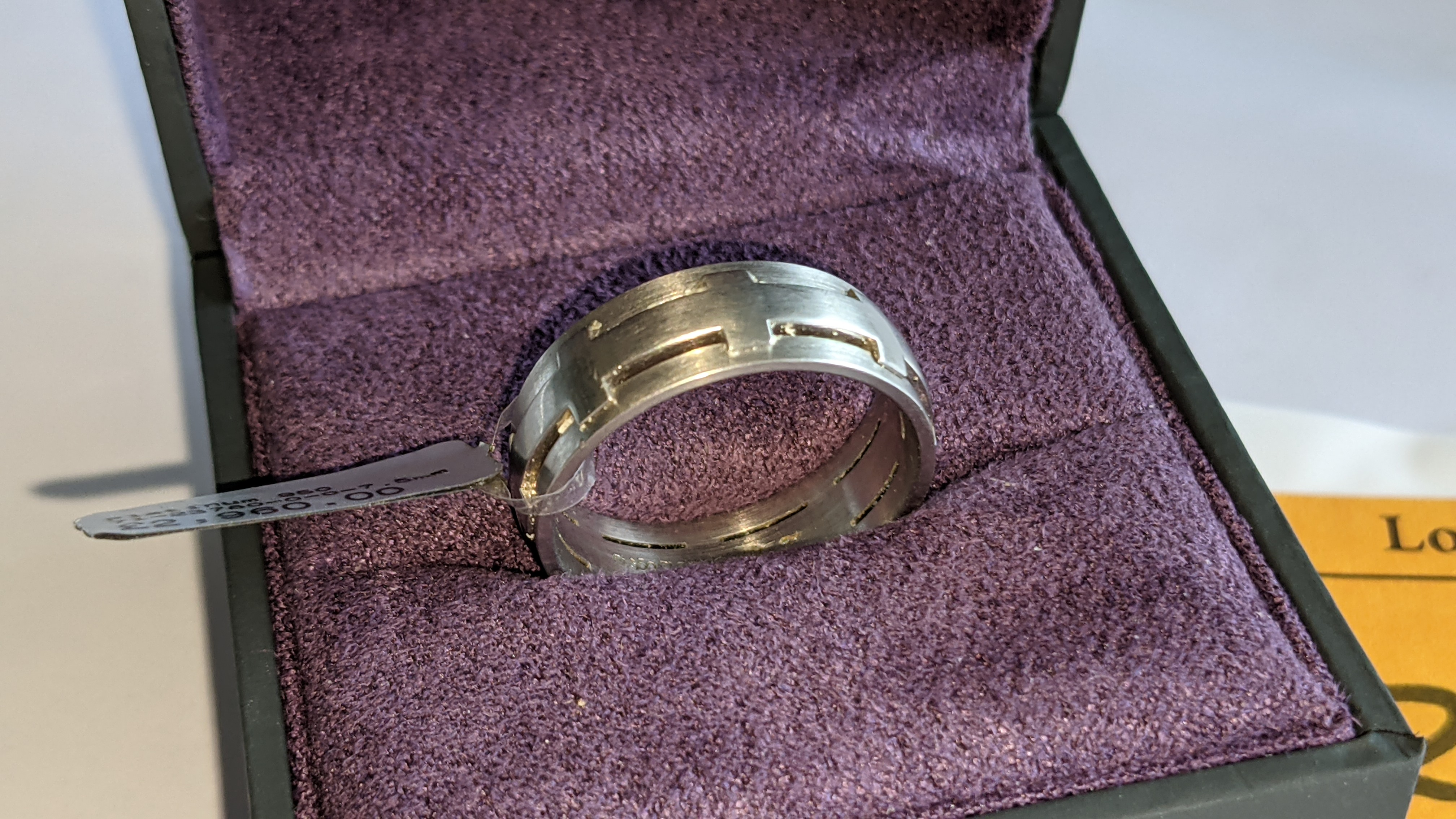 Platinum 950 ring in matt & polished finish, 7.5mm wide. RRP £2,960 - Image 3 of 15