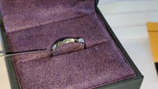 Platinum 950 ring with V-shaped design. RRP £650