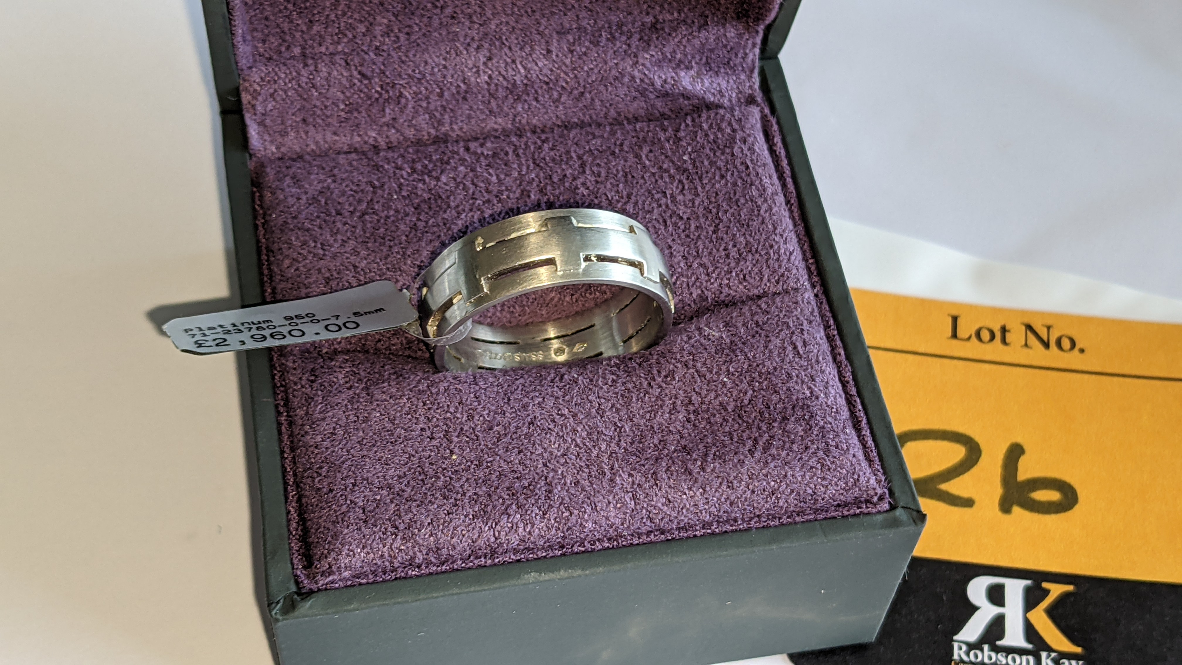 Platinum 950 ring in matt & polished finish, 7.5mm wide. RRP £2,960 - Image 4 of 15