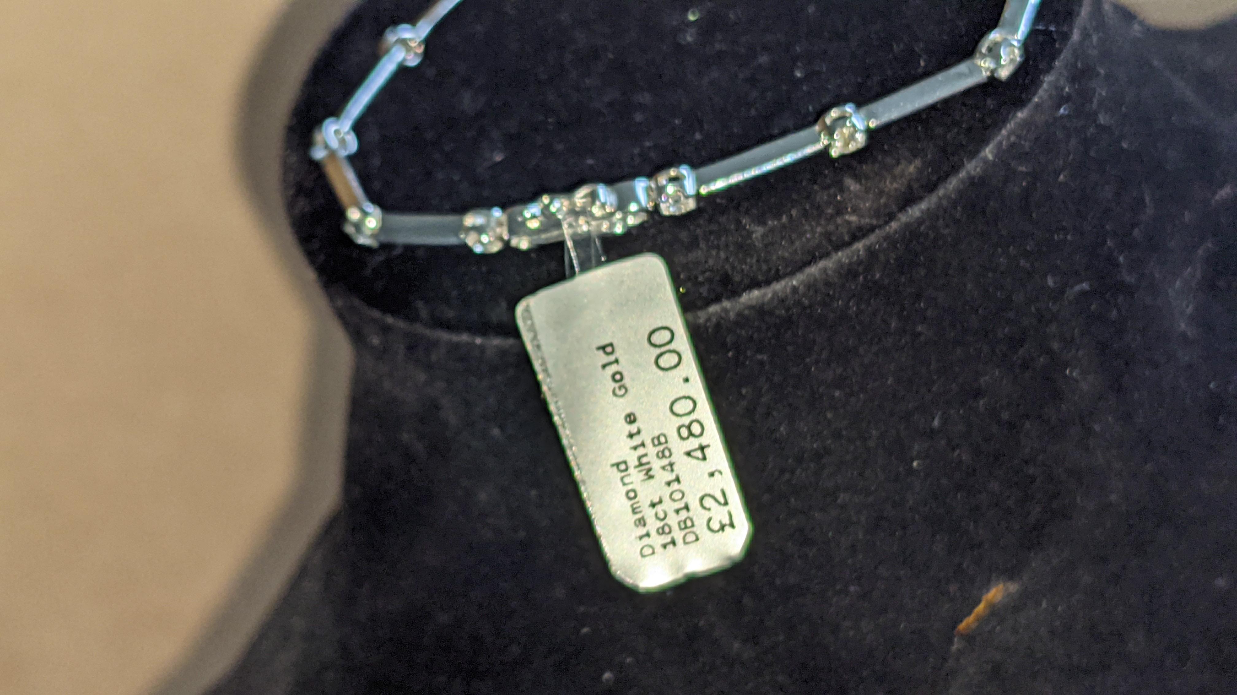 18ct white gold & diamond bracelet RRP £2,480 - Image 3 of 9