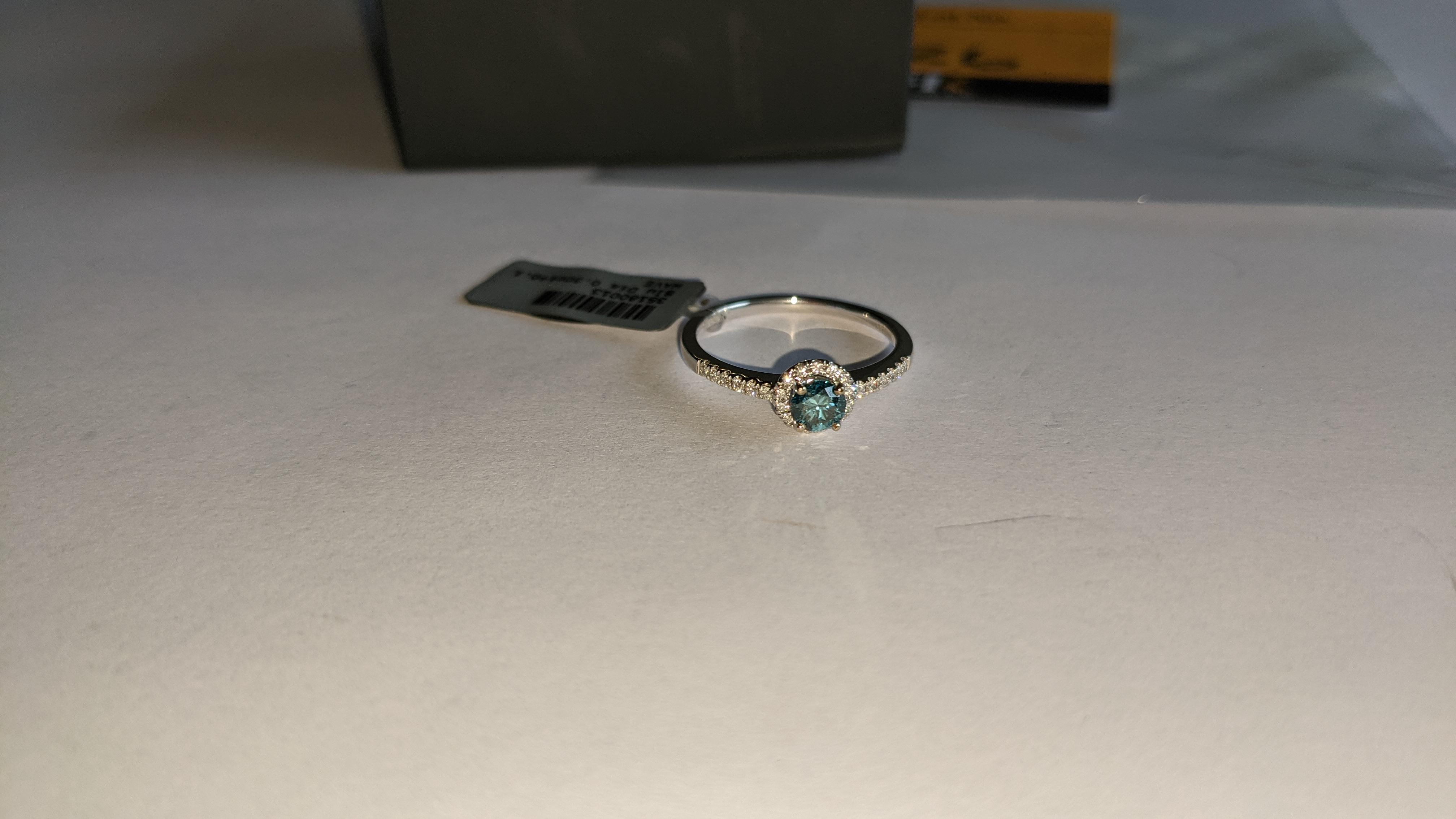 18ct white gold & diamond ring with 0.30ct blue diamond & 0.1ct of additional diamonds around the ce - Image 9 of 19