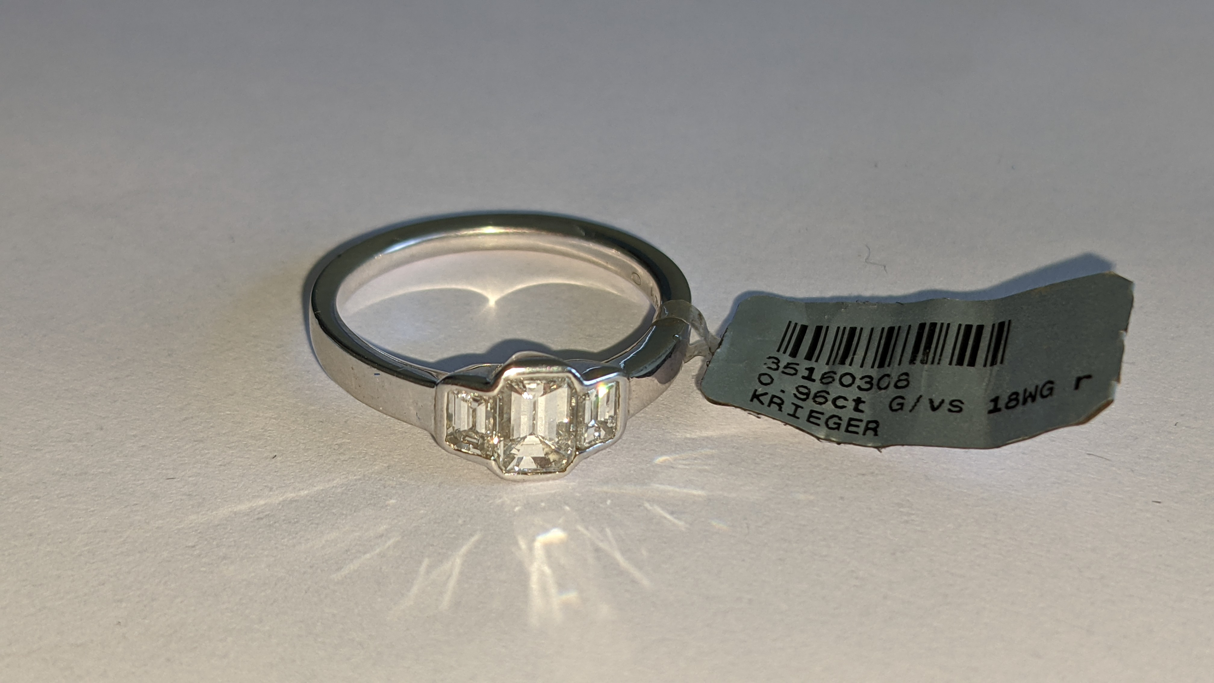 Diamond & 18ct white gold ring with centre stone flanked by 2 smaller stones all in baguette type cu - Image 13 of 21