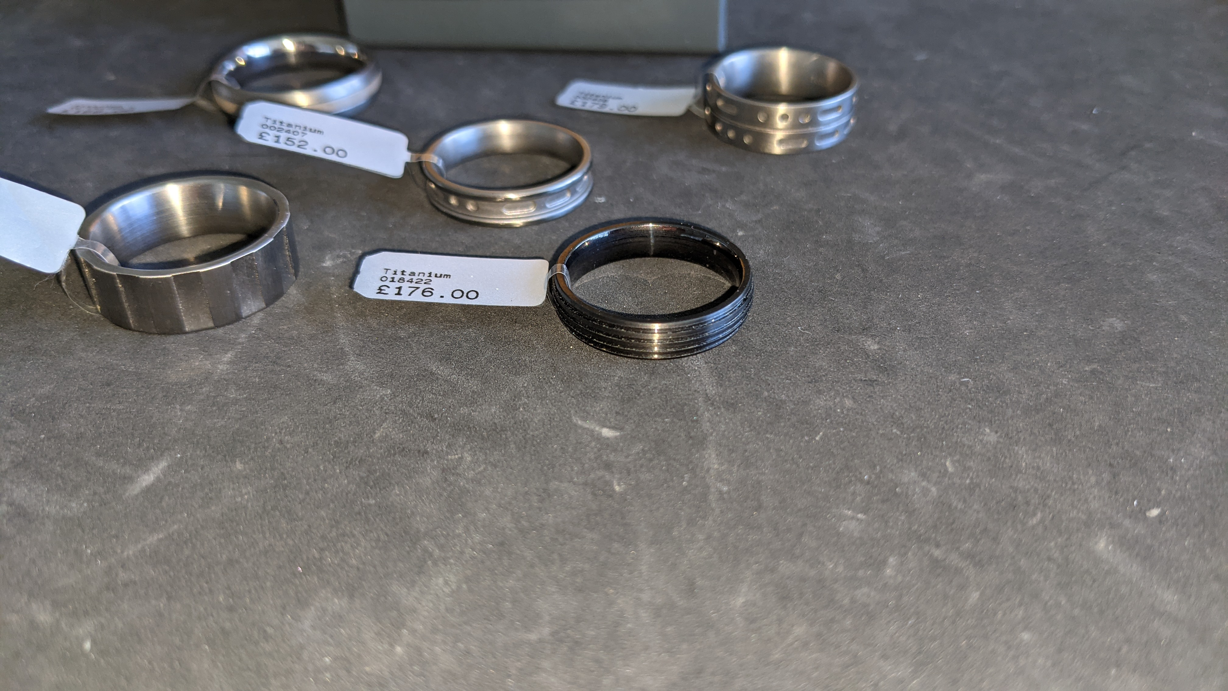 5 off assorted titanium rings with RRP from £109 - £179 per ring. Total RRP is £785 - Image 7 of 13