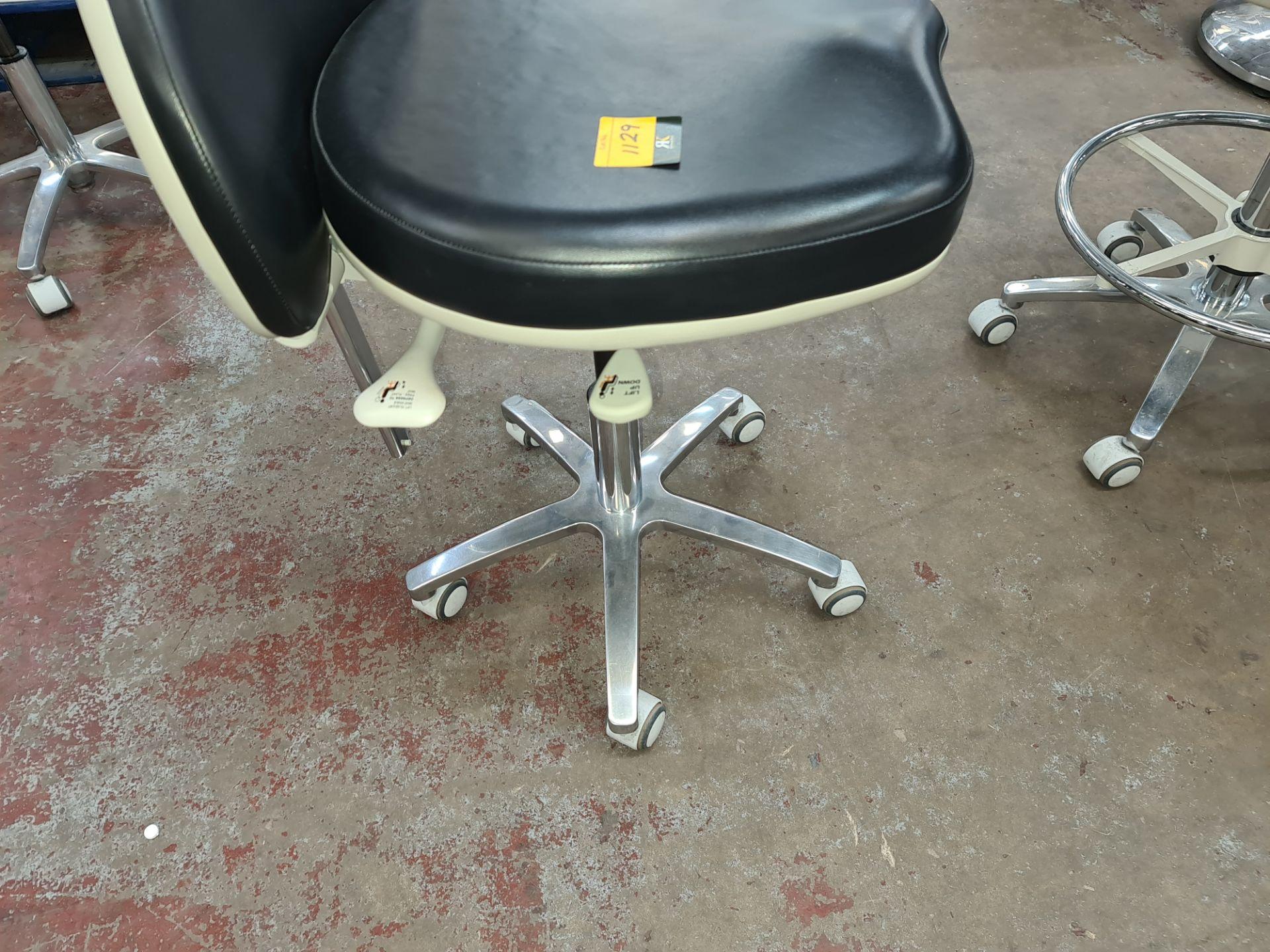 Murray multi-adjustable dental stool - Image 4 of 5