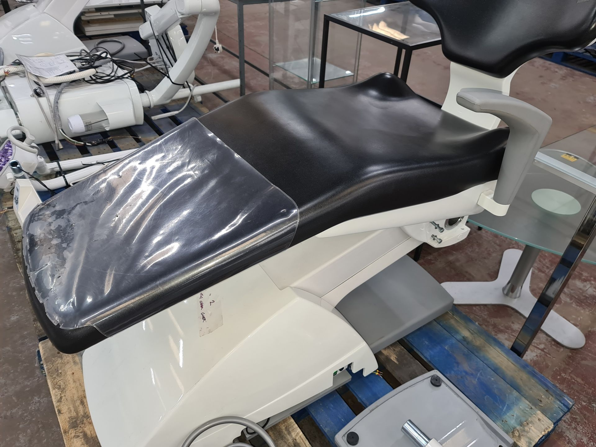 Ancar model SD-175 electro pneumatic dental chair & treatment centre unit with hanging hoses system - Image 4 of 24
