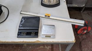 Mixed lot comprising Felicita Parallel model weighing scales, mini weighing scales & wall-mountable