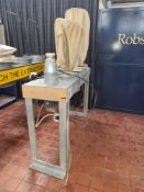 Multi-bag dust extractor. NB. This extractor was used with lot 20, the pedestal router