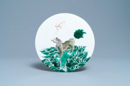A round Chinese famille verte 'qilin' plaque, 19th C.