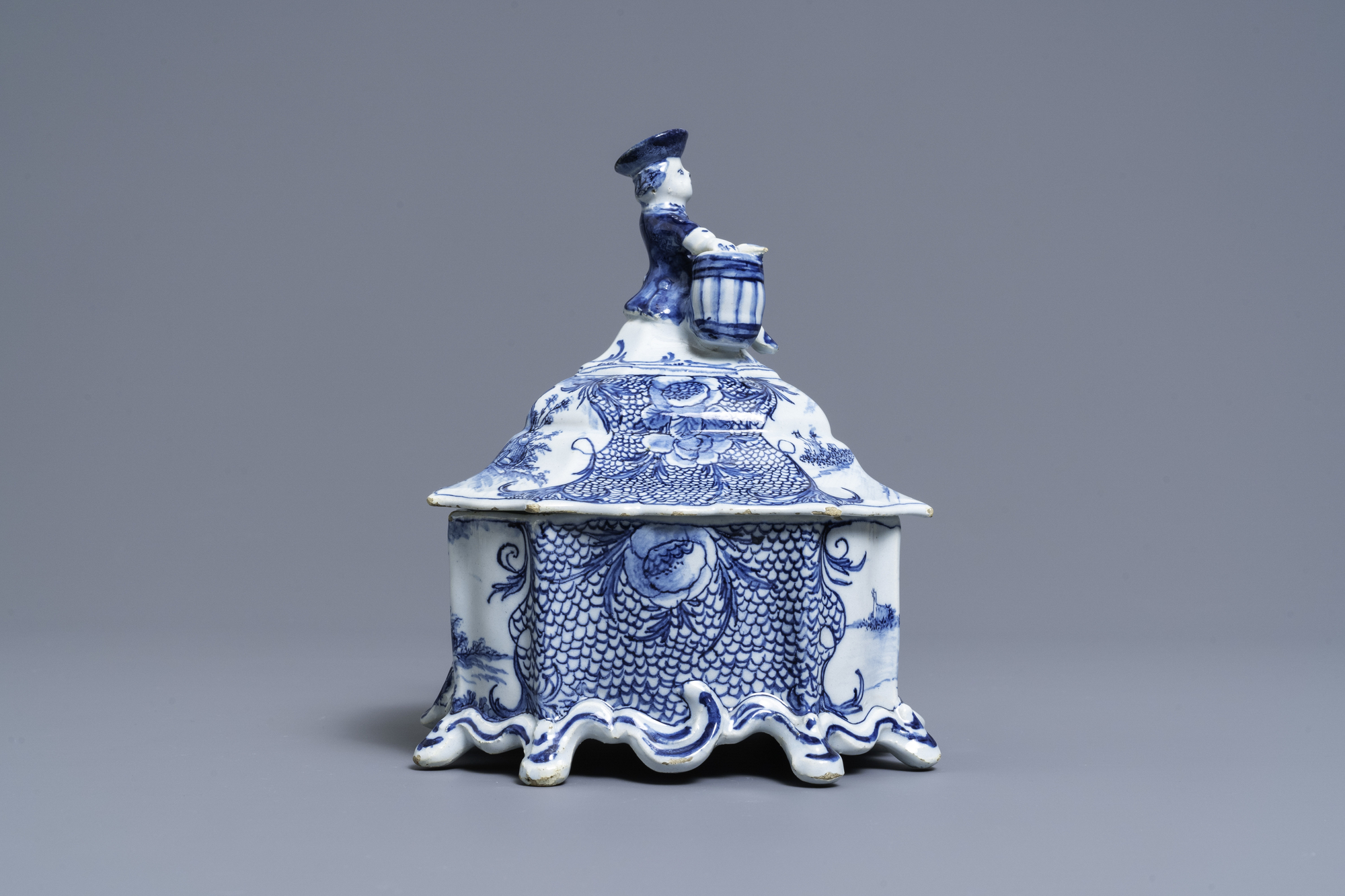 A Dutch Delft blue and white tobacco box and cover with a boy near a barrel, 18th C. - Image 2 of 7