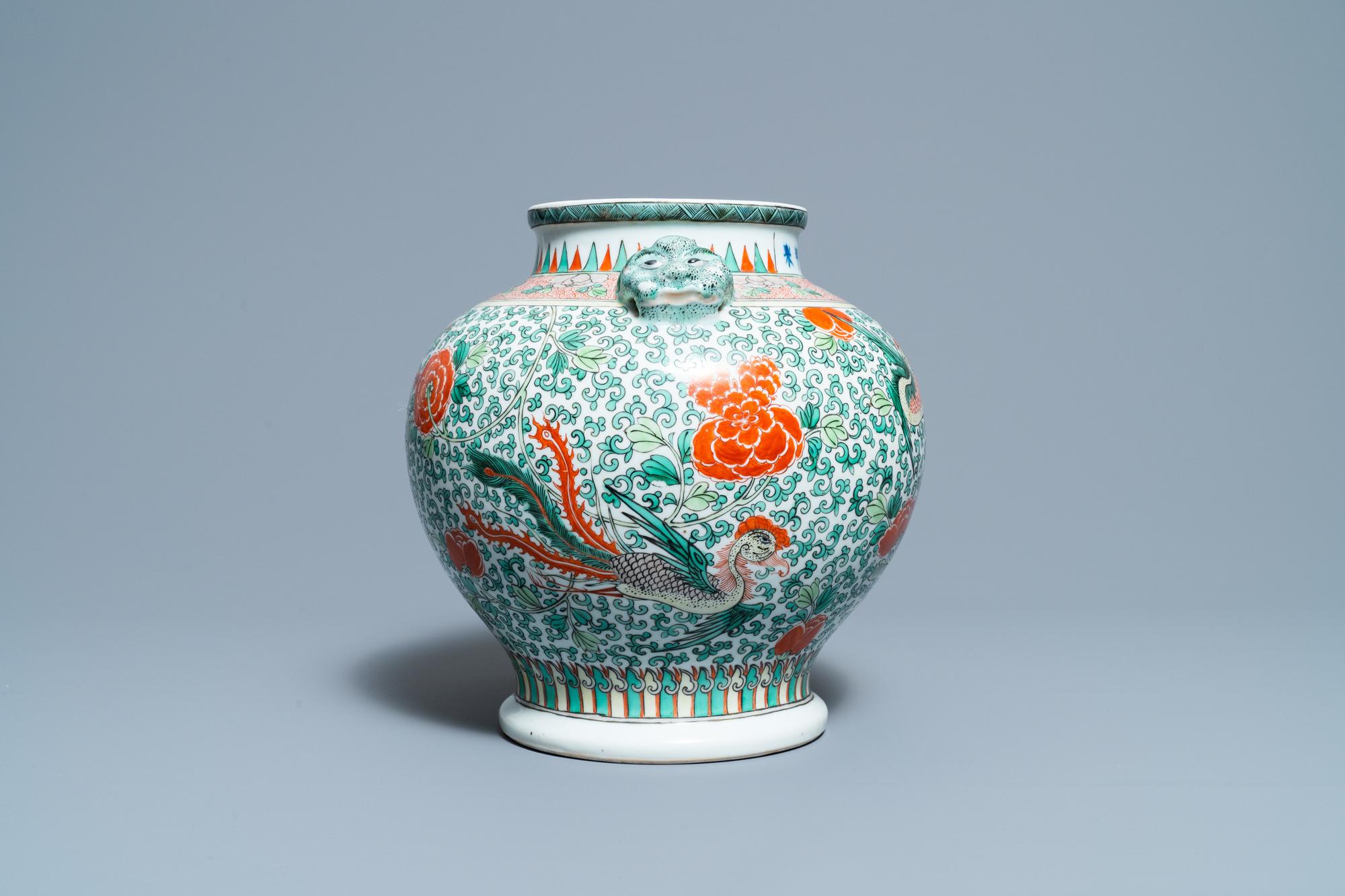 A Chinese 'wucai' phoenix vase, Chenghua mark, 19th C. - Image 4 of 6