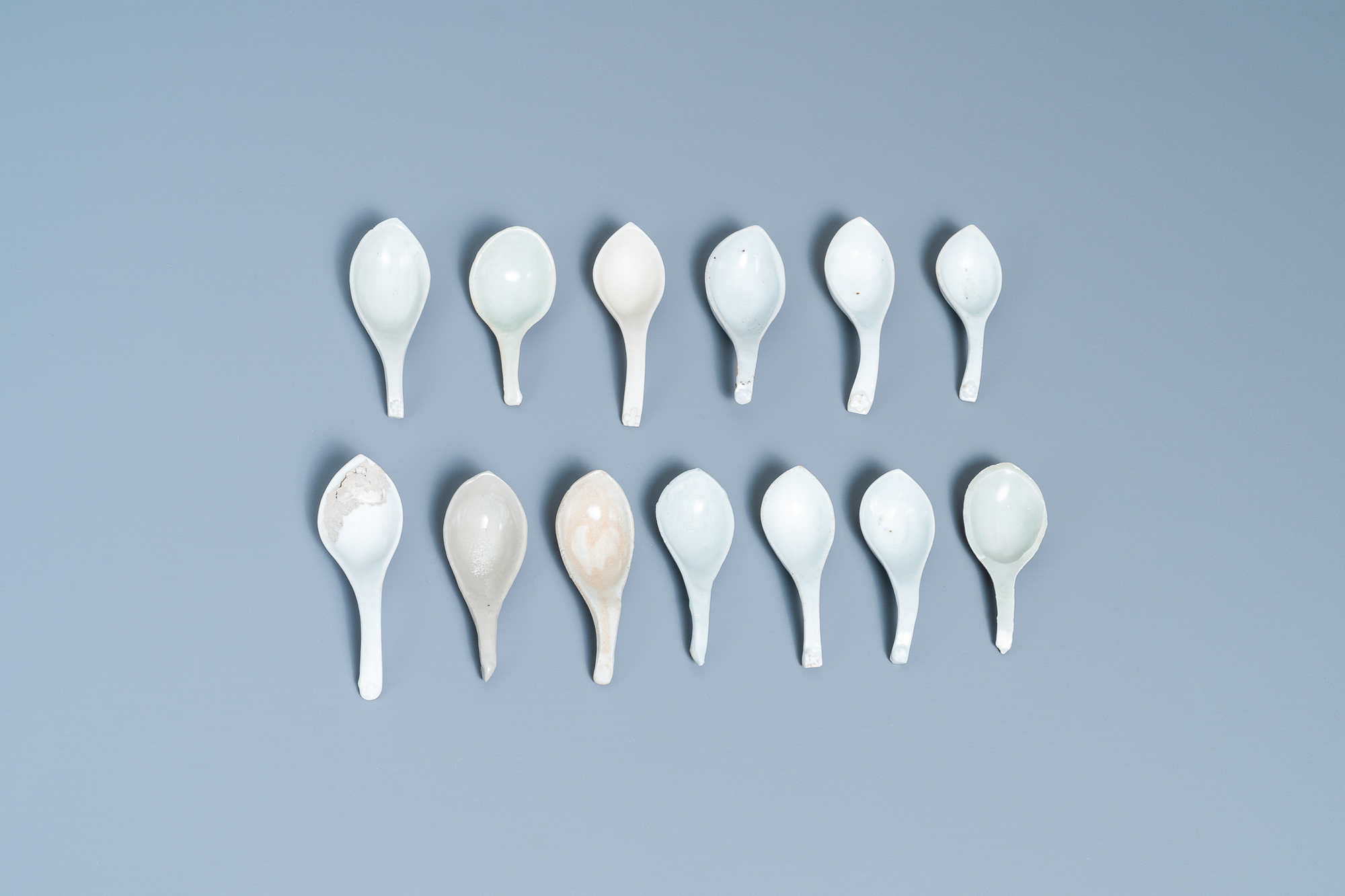 22 Chinese brown- and white-glazed spoons, 17/18th C. - Image 3 of 19