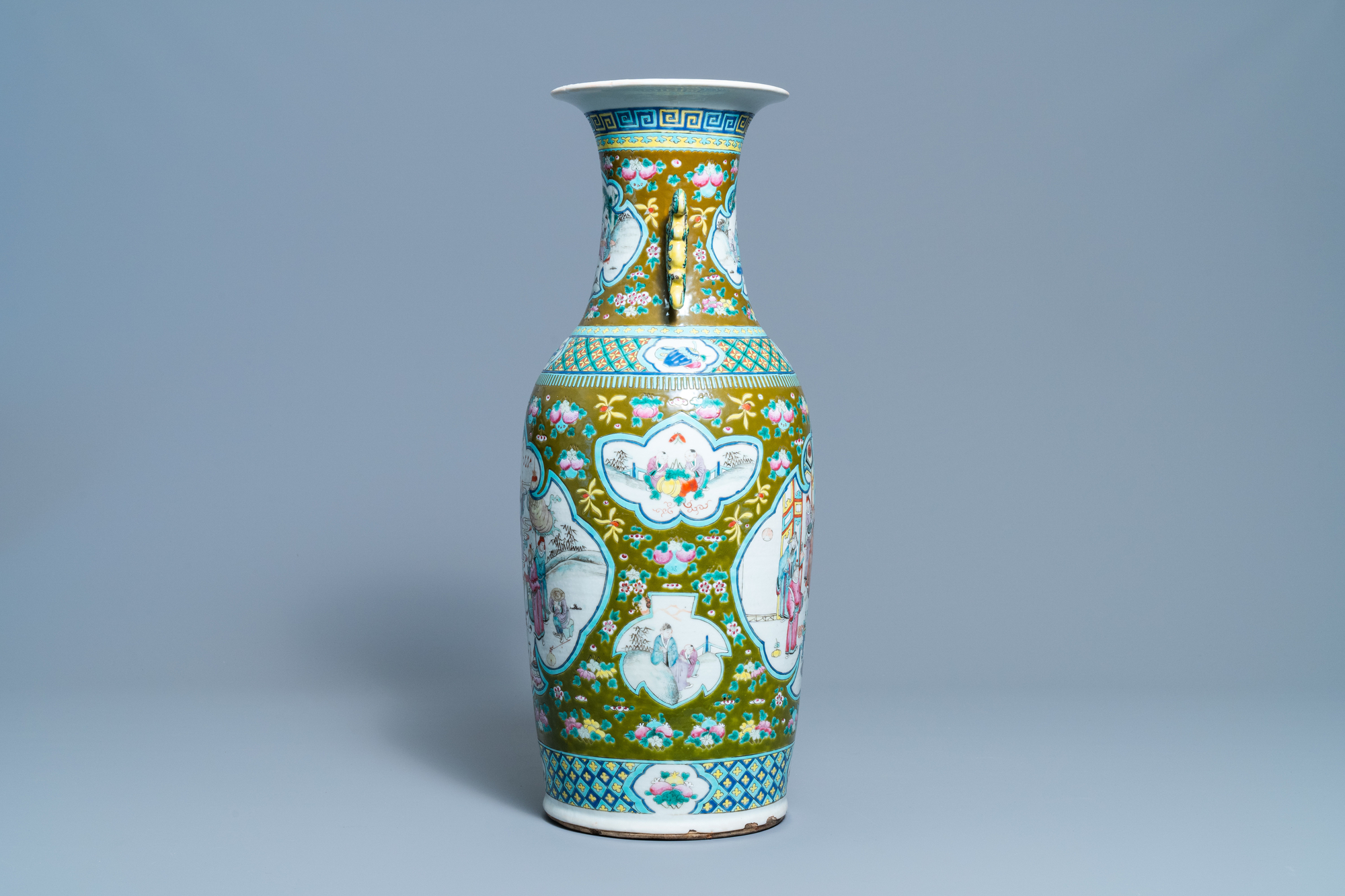 A Chinese brown-ground famille rose vase, 19th C. - Image 2 of 6