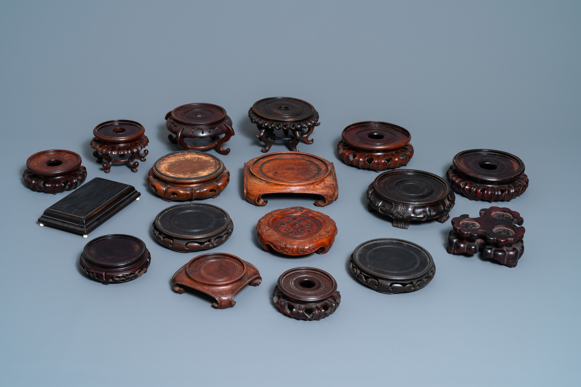 64 Chinese carved wooden stands, 19/20th C. - Image 3 of 4