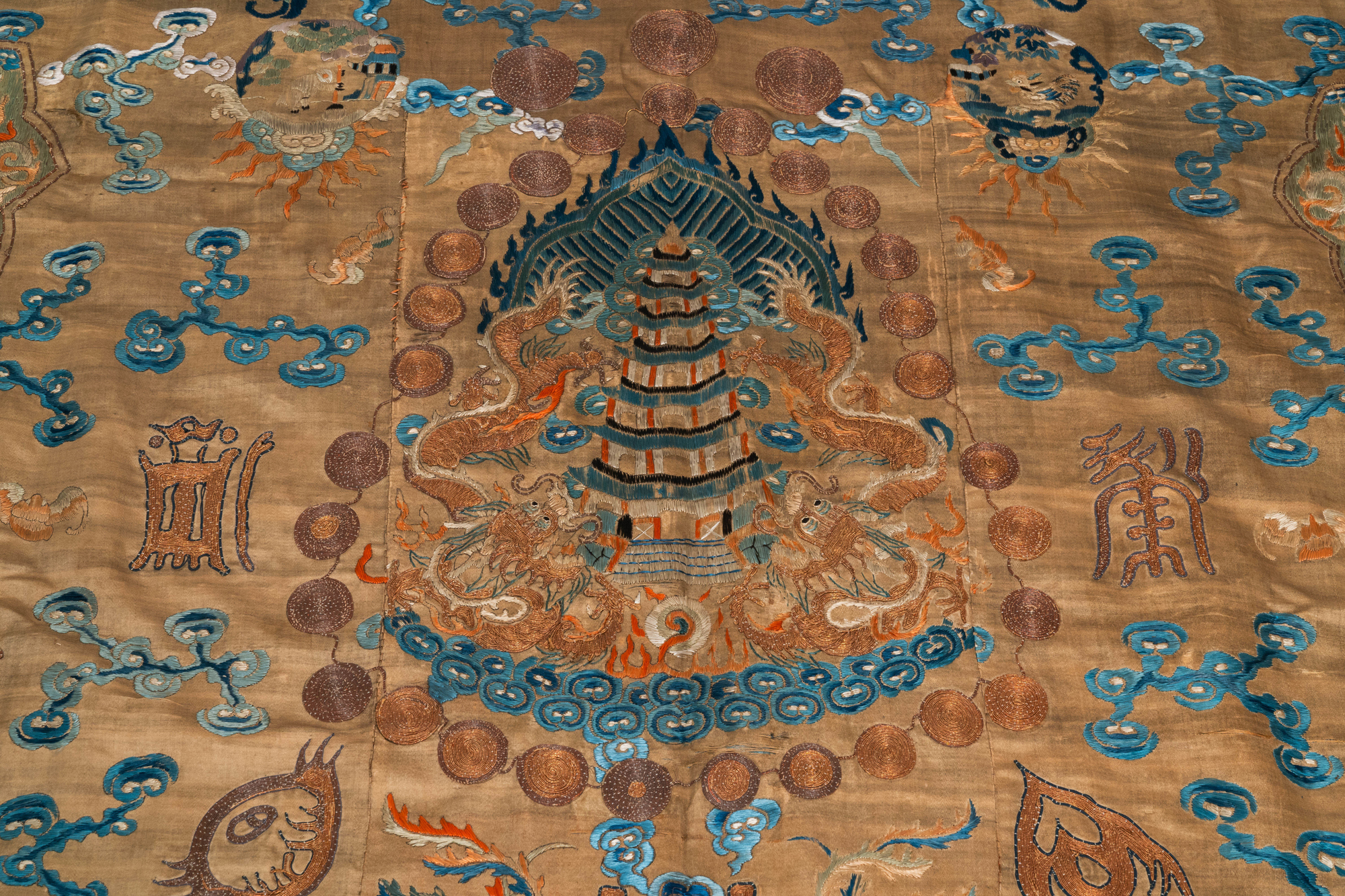 A Chinese embroidered silk fragment of a 'Jiangyi' Taoist priest robe, 18/19th C. - Image 6 of 7