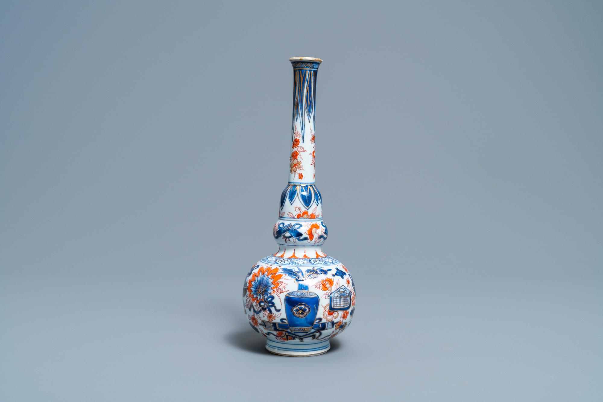 A Chinese Imari-style bottle vase, Kangxi - Image 3 of 6