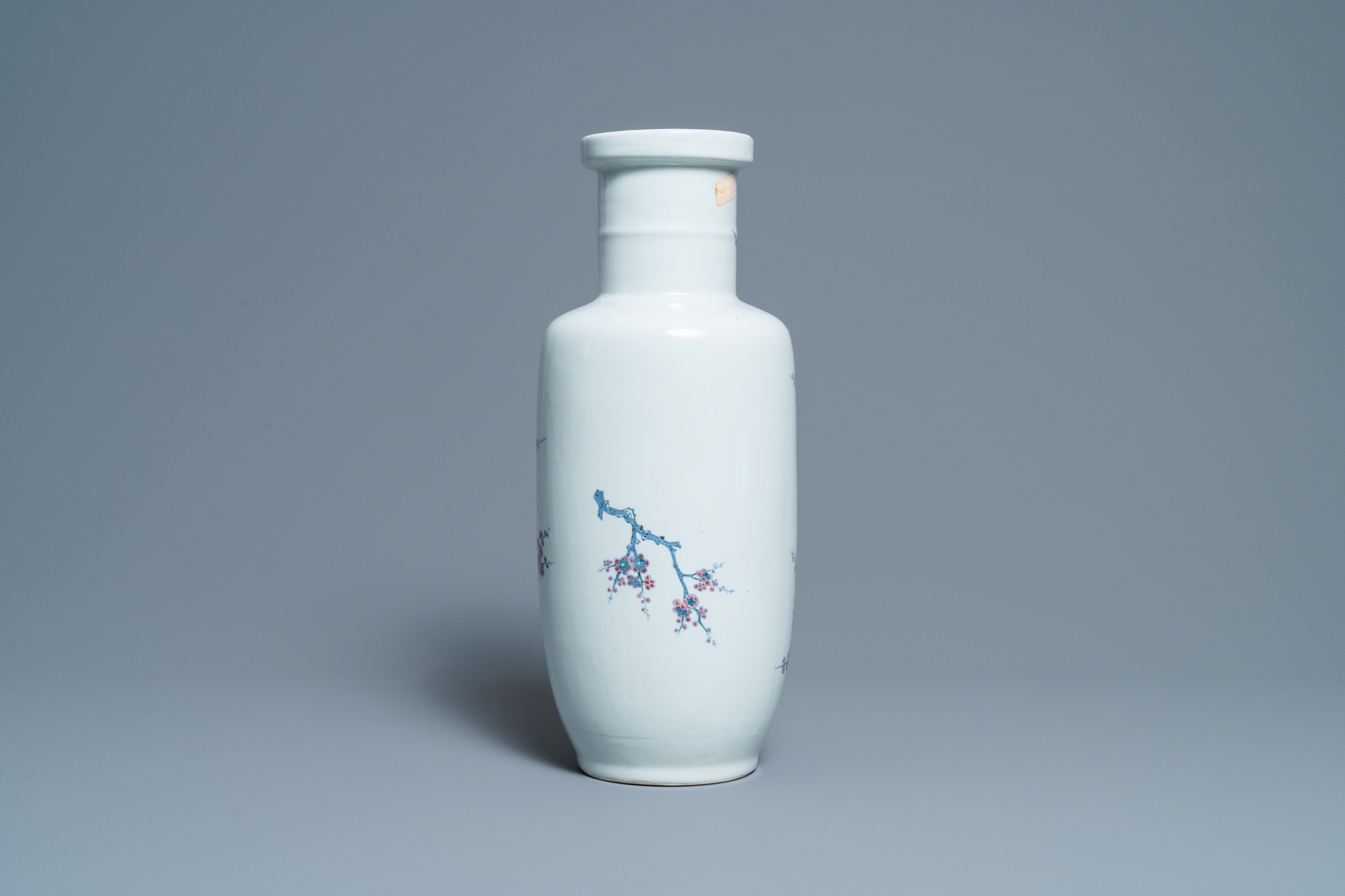 A Chinese blue, white and copper-red rouleau vase with birds among blossoming branches, 20th C. - Image 3 of 6