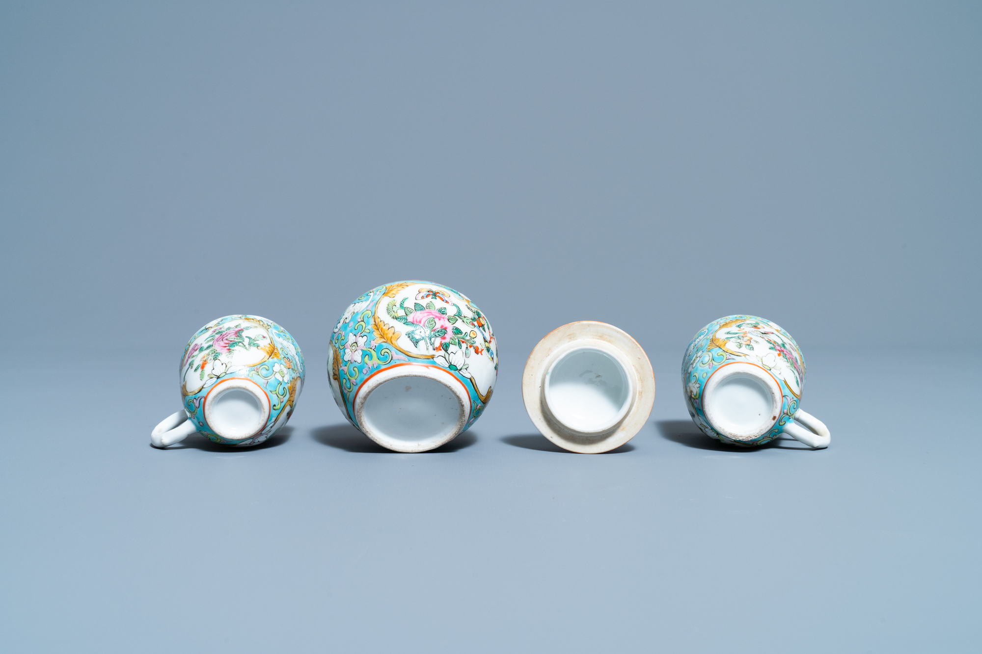A Chinese famille rose 'tete-a-tete' tea service on tray, 19th C. - Image 10 of 10