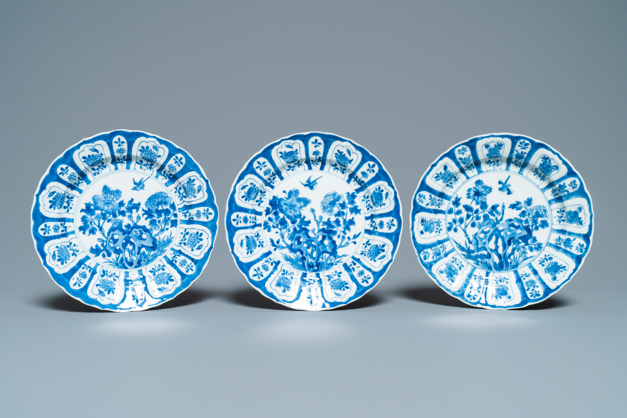 Six Chinese blue and white plates with floral design, Chenghua mark, Kangxi - Image 4 of 5