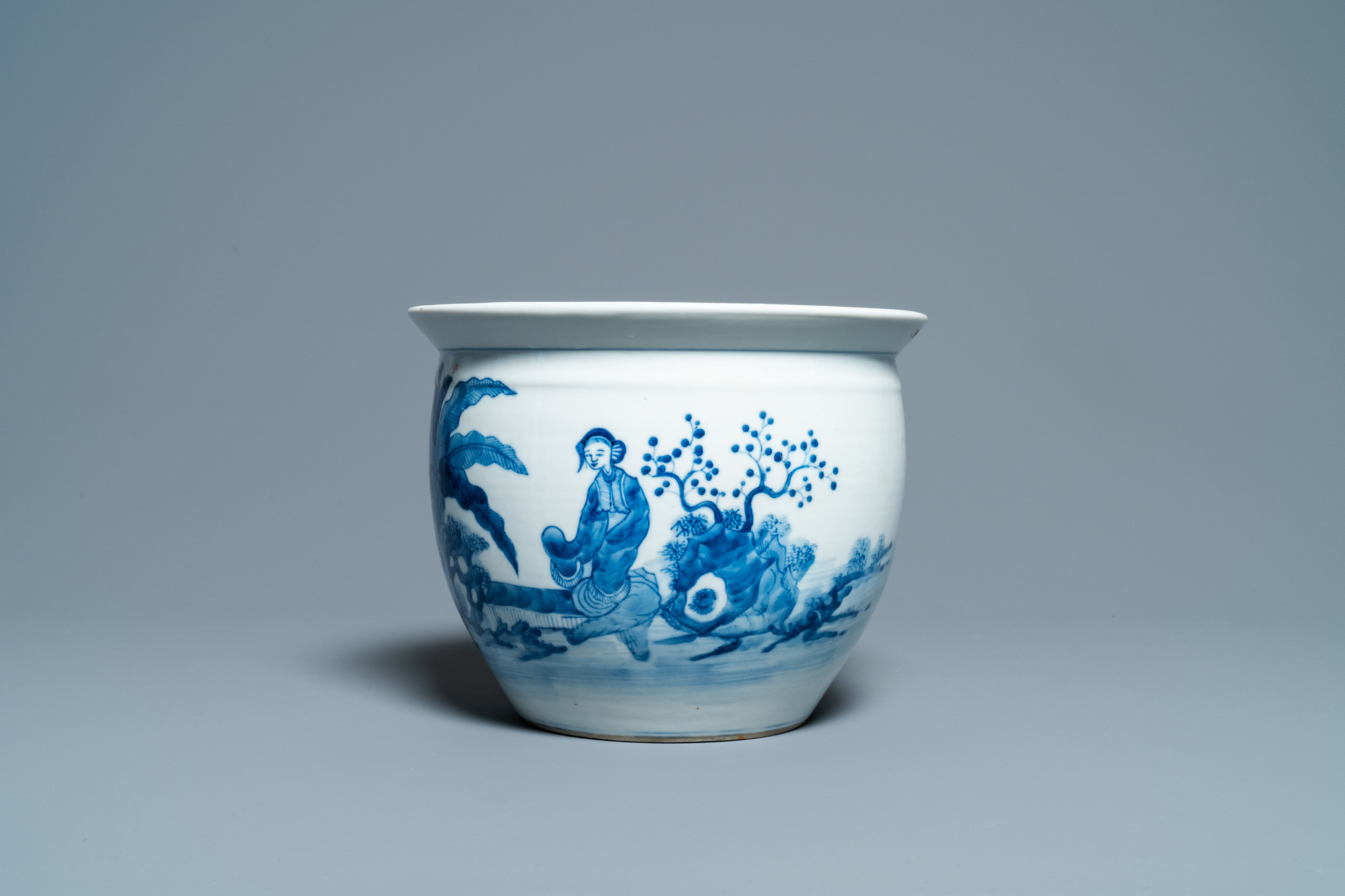 A Chinese blue and white jardiniere and two famille verte bowls, 19/20th C. - Image 3 of 13