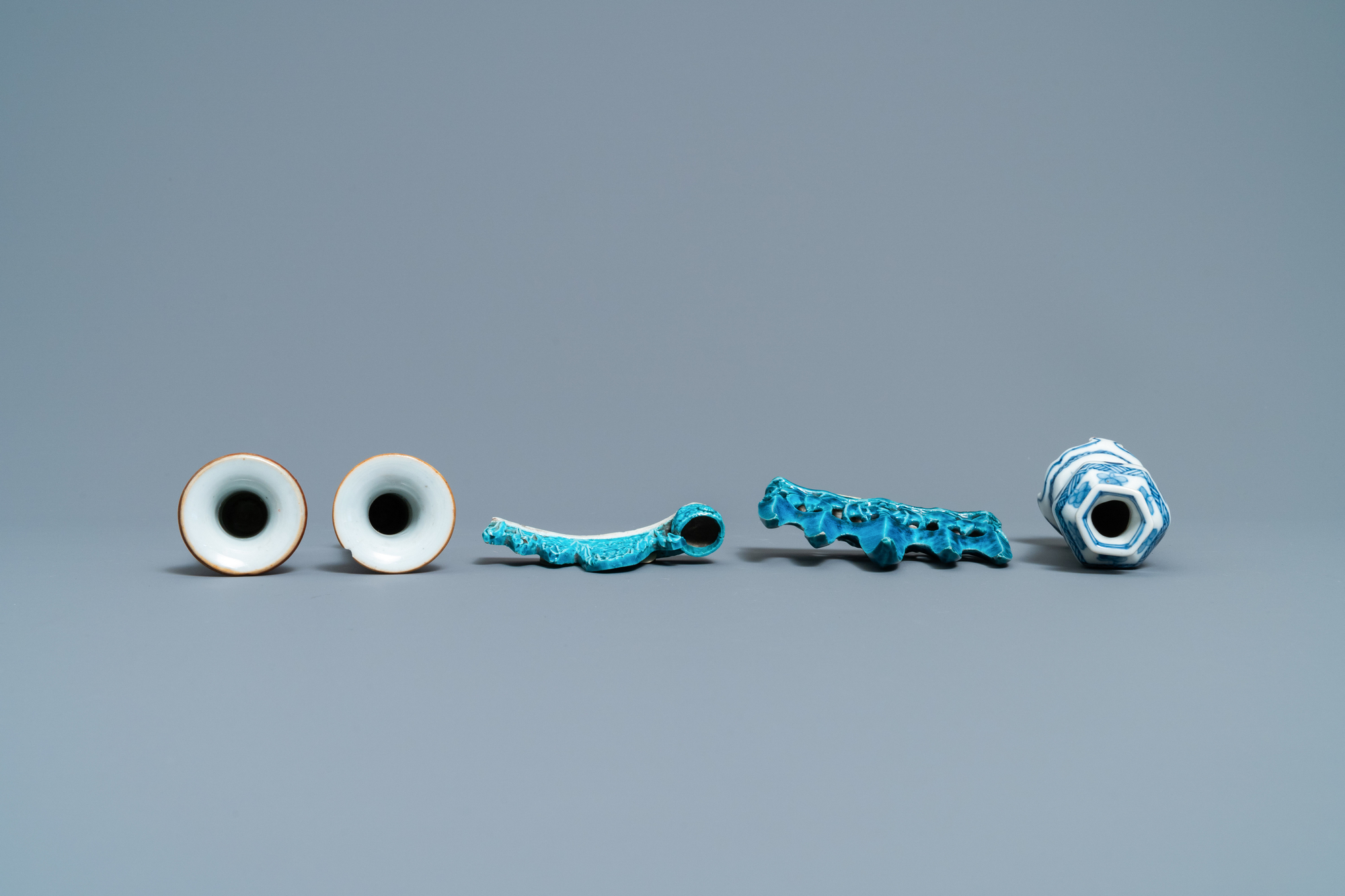 Three Chinese famille rose and blue and white vases and two turquoise brush rests, Kangxi/Qianlong - Image 6 of 7