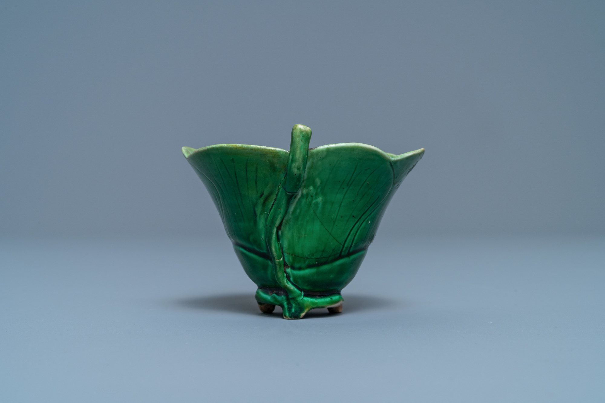 A Chinese 'egg and spinach'-glazed lotus cup and saucer with applied design, Kangxi - Image 5 of 9
