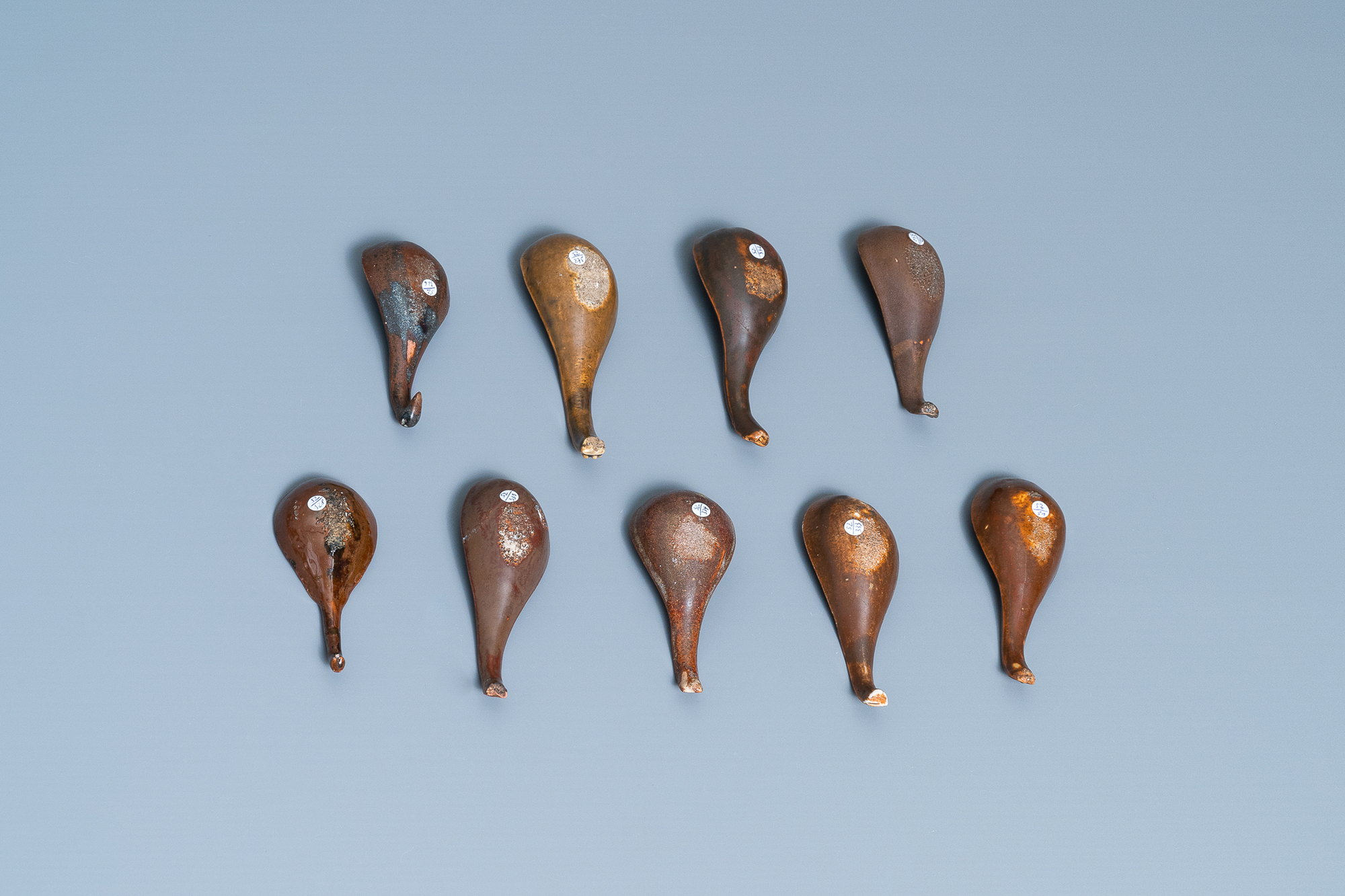 22 Chinese brown- and white-glazed spoons, 17/18th C. - Image 6 of 19