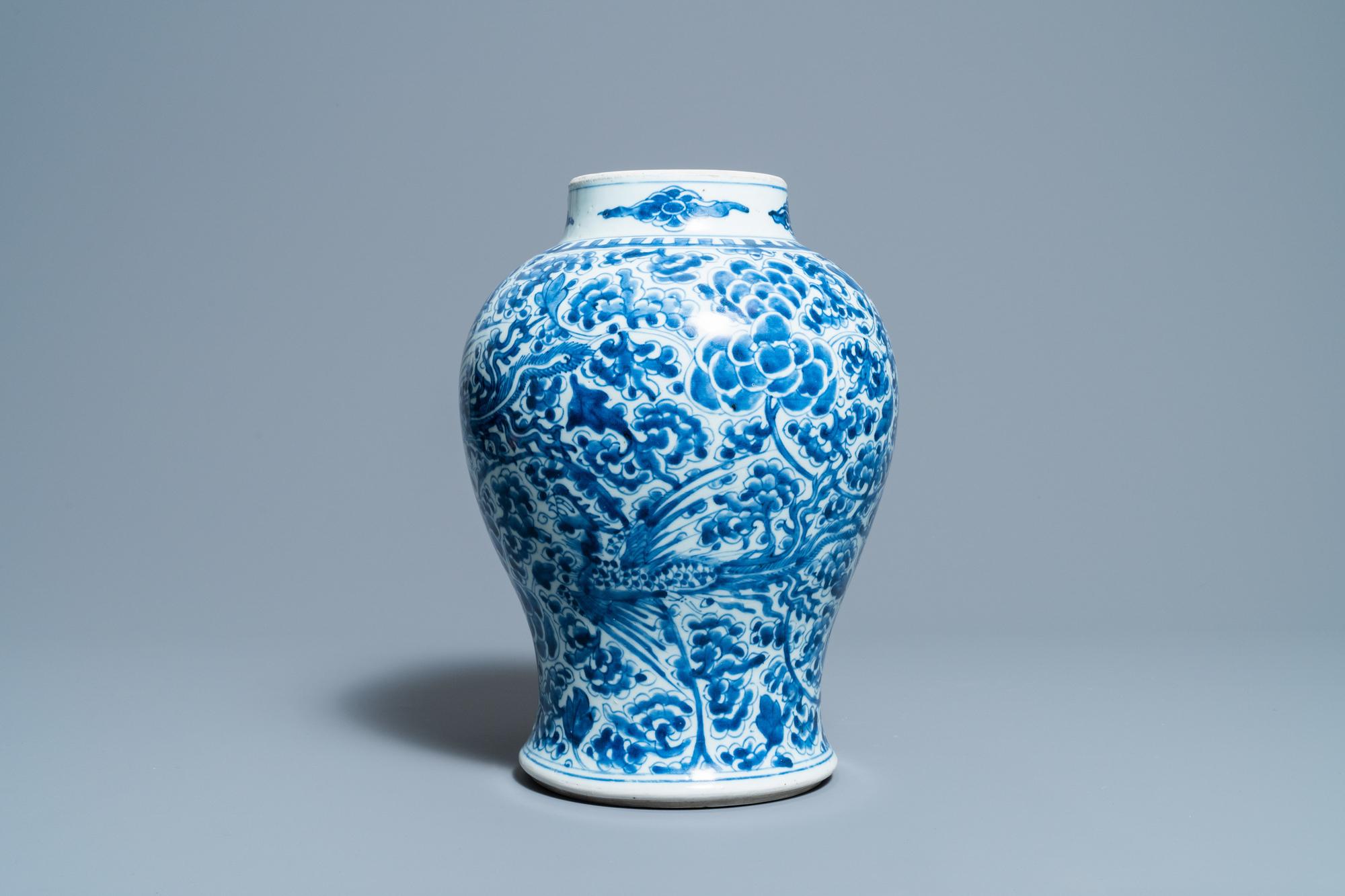 A Chinese blue and white 'phoenixes' vase, Kangxi - Image 4 of 6