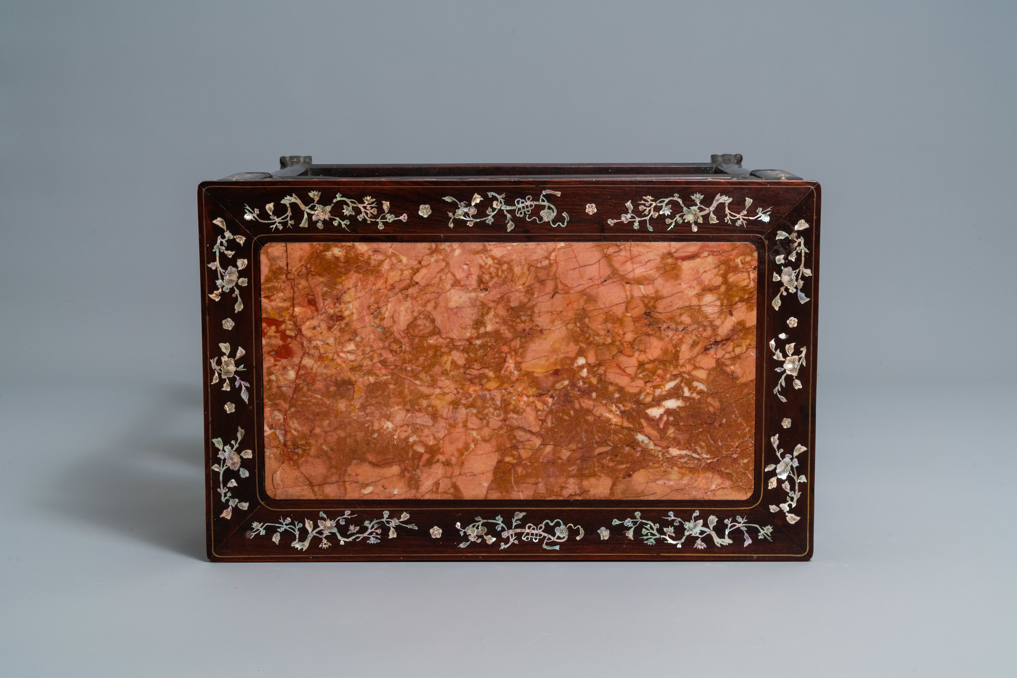 A Chinese mother-of-pearl-inlaid wooden sideboard with marble top, 19th C. - Image 6 of 10