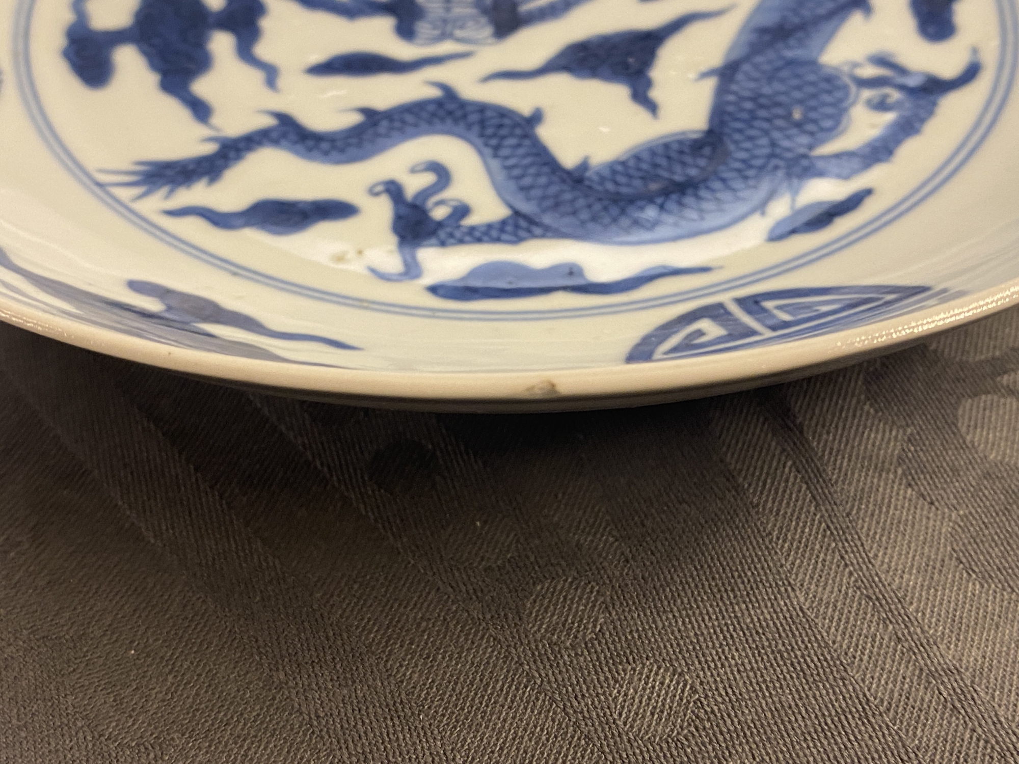 A Chinese blue and white 'dragon and Shou' dish, Yongzheng mark and of the period - Image 10 of 11