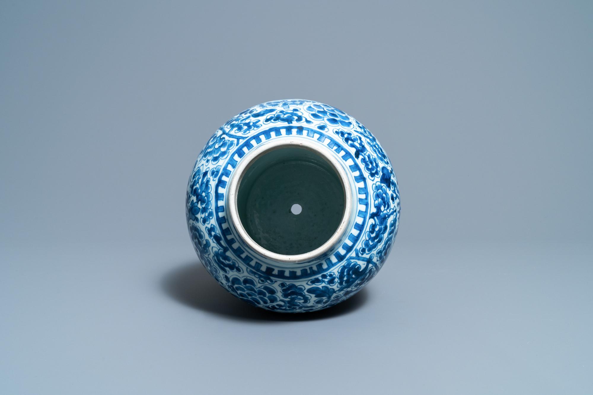 A Chinese blue and white 'phoenixes' vase, Kangxi - Image 5 of 6