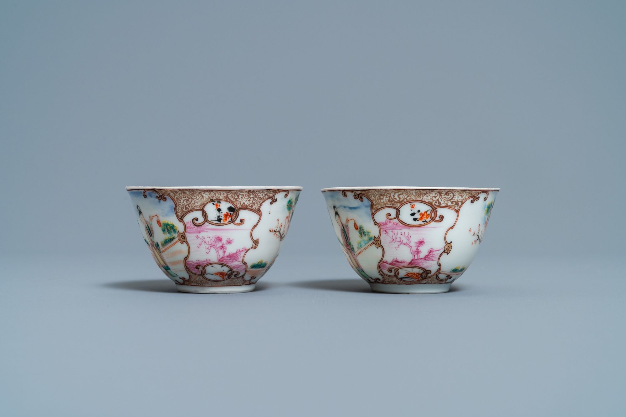 A pair of fine Chinese famille rose 'Mandarin' cups and saucers, Qianlong - Image 7 of 9