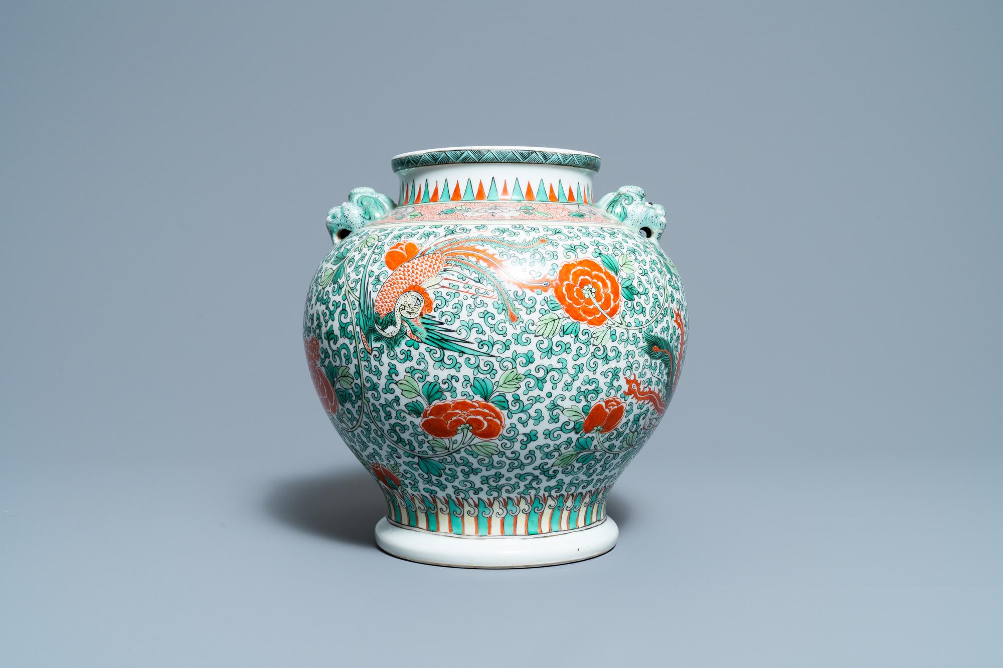 A Chinese 'wucai' phoenix vase, Chenghua mark, 19th C. - Image 3 of 6