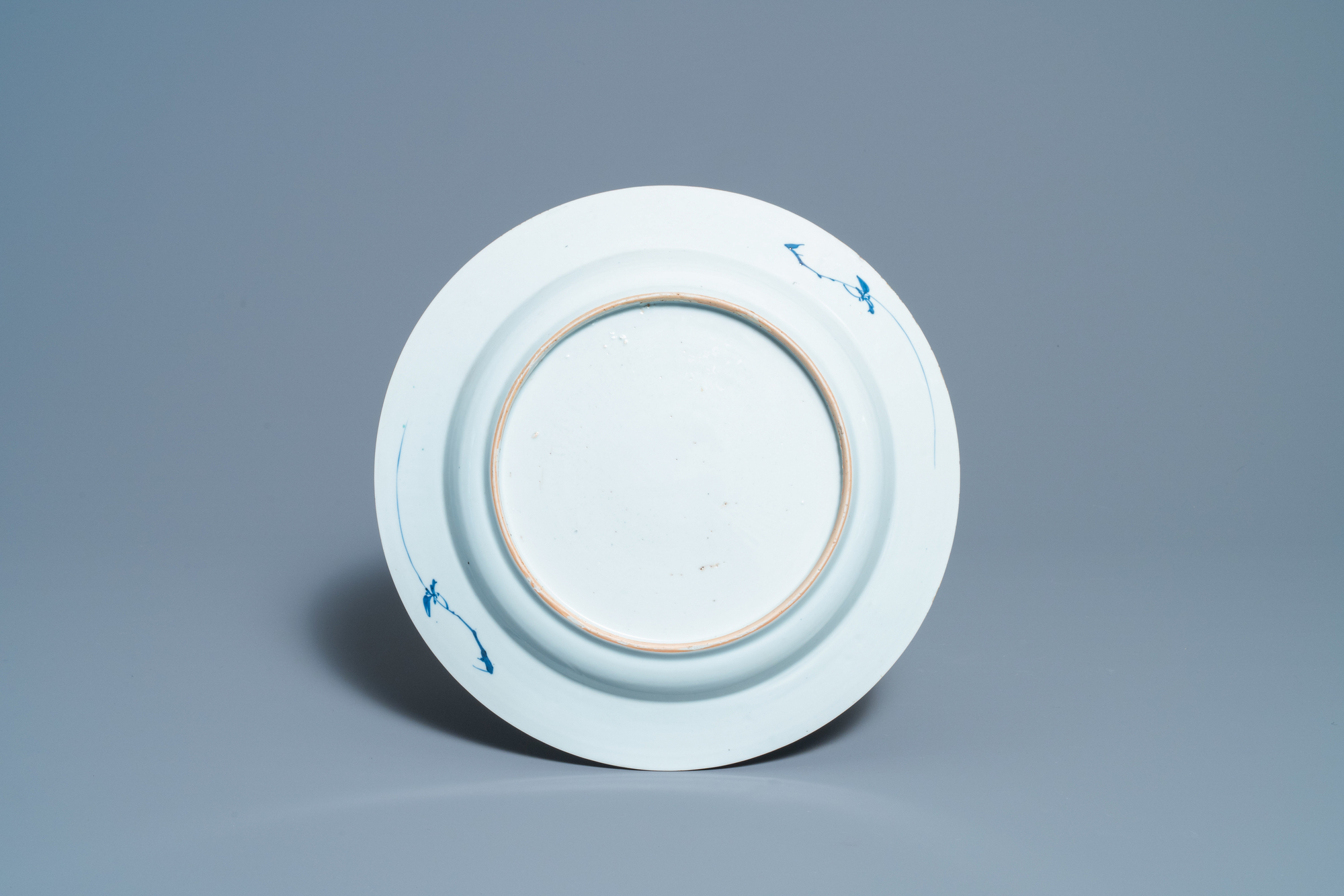 A Chinese blue and white 'lotus' dish and a famille verte dish, Kangxi - Image 5 of 5