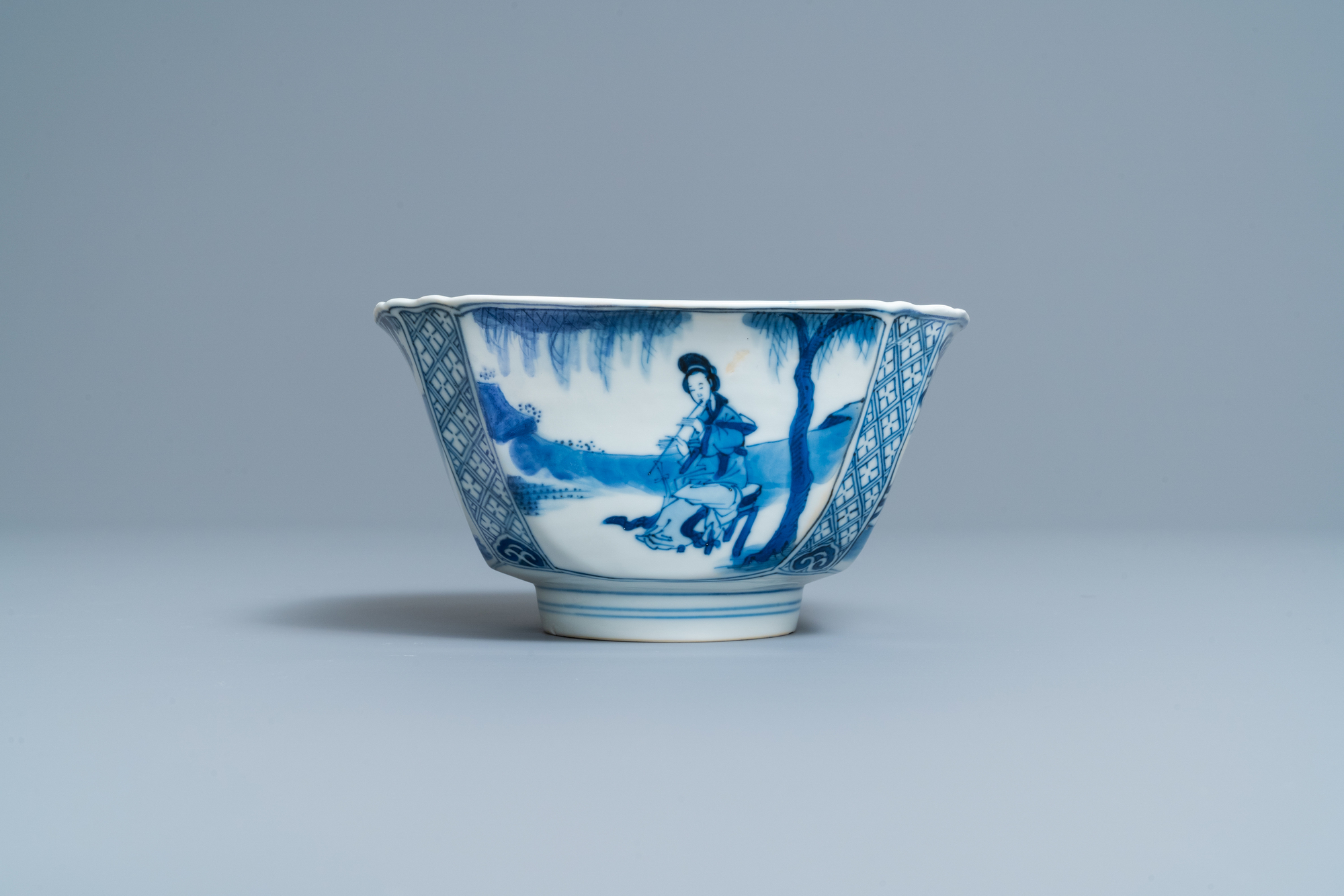A Chinese square blue and white bowl, Chenghua mark, Kangxi - Image 4 of 7