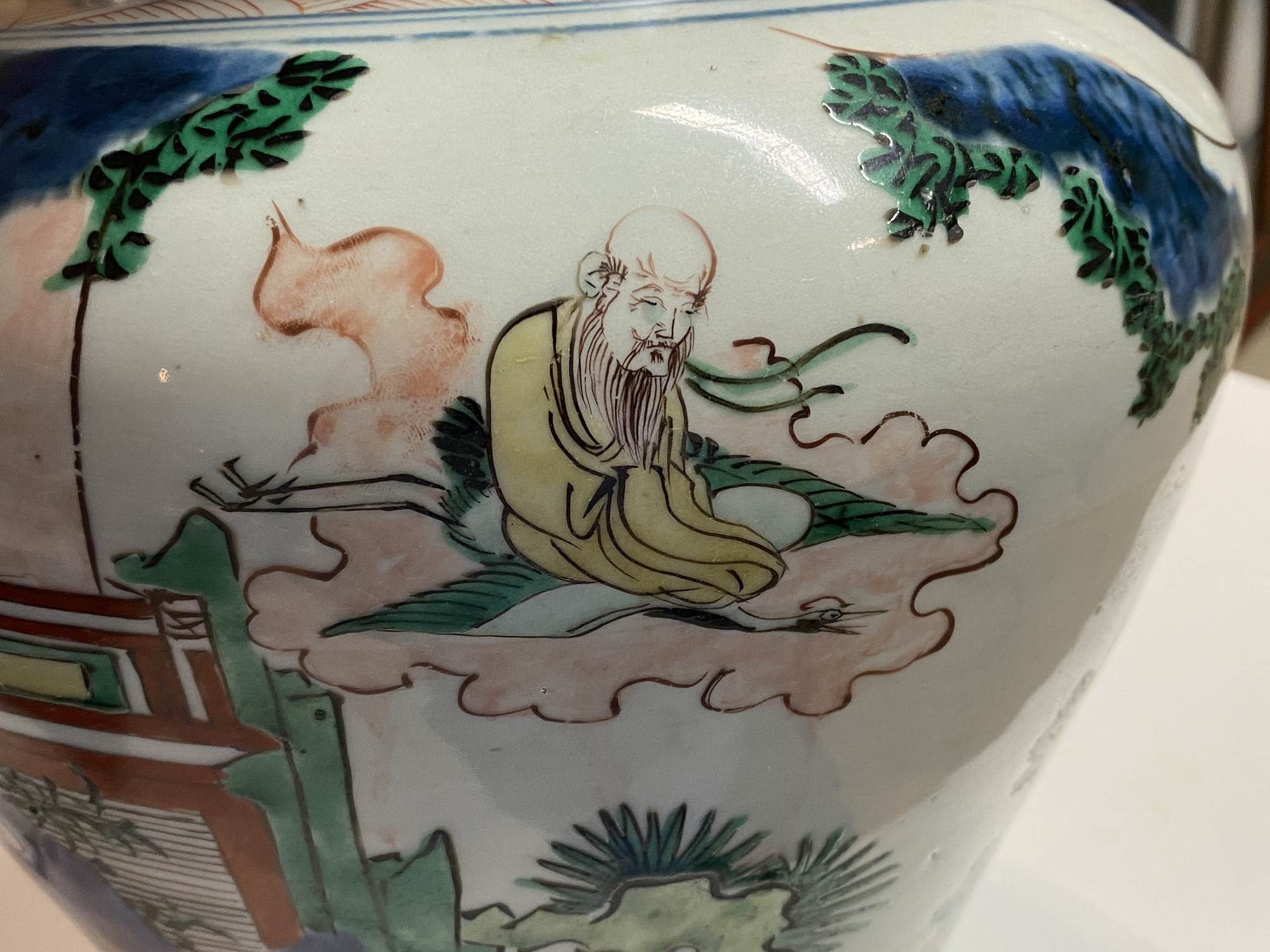 A Chinese wucai 'immortals' vase and cover, Shunzhi - Image 30 of 33