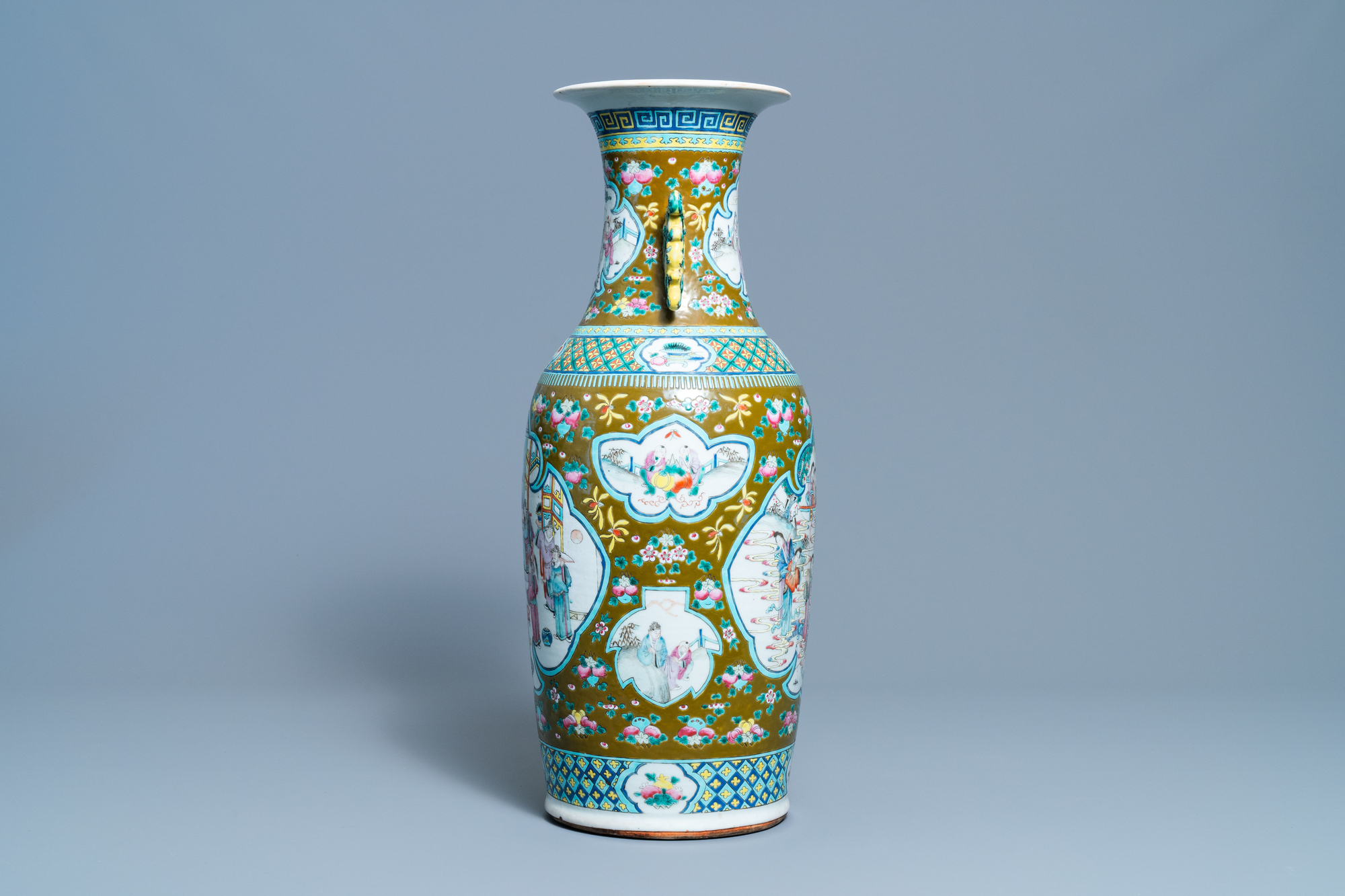 A Chinese brown-ground famille rose vase, 19th C. - Image 4 of 6