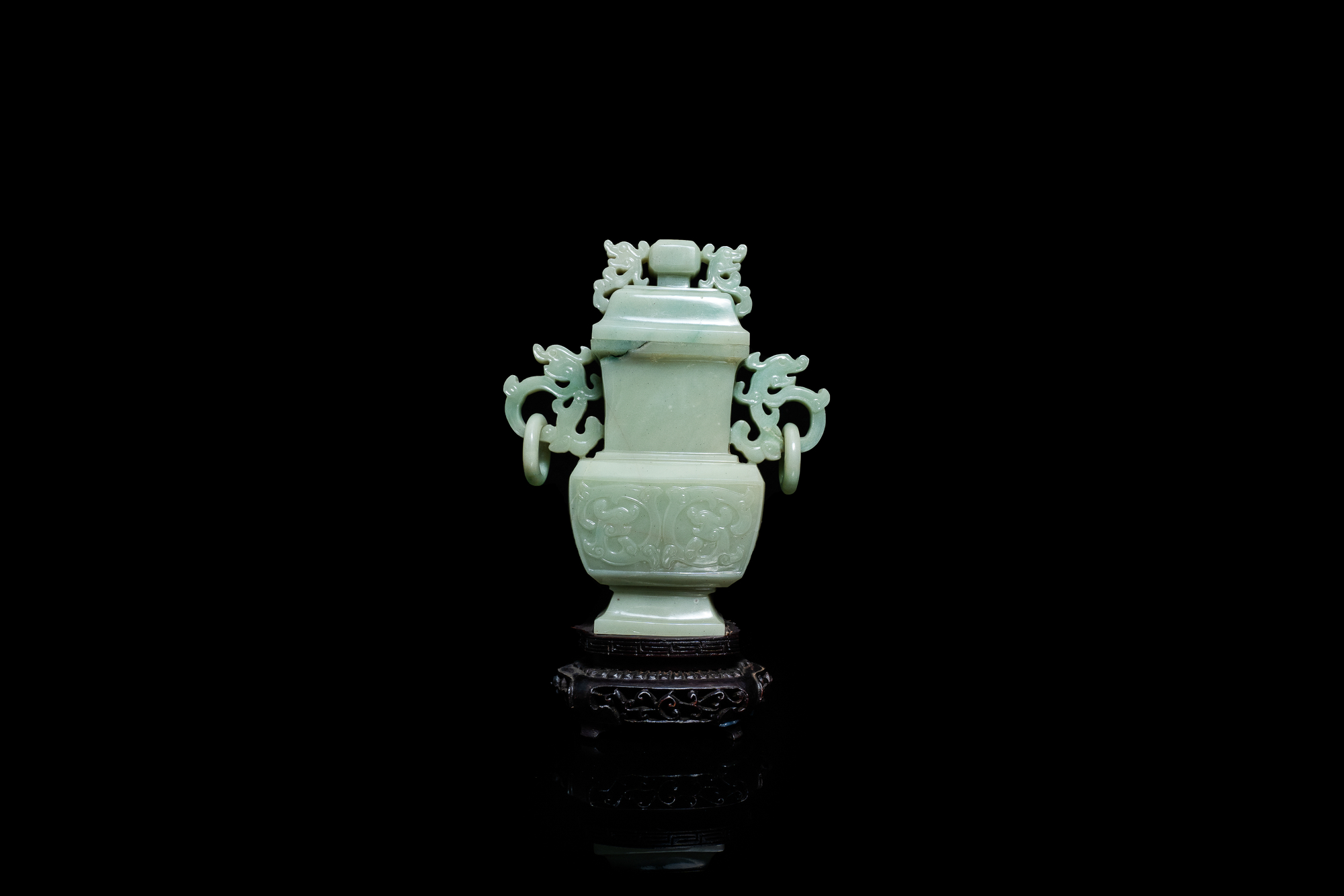 A Chinese jade vase and cover, Qing - Image 3 of 9