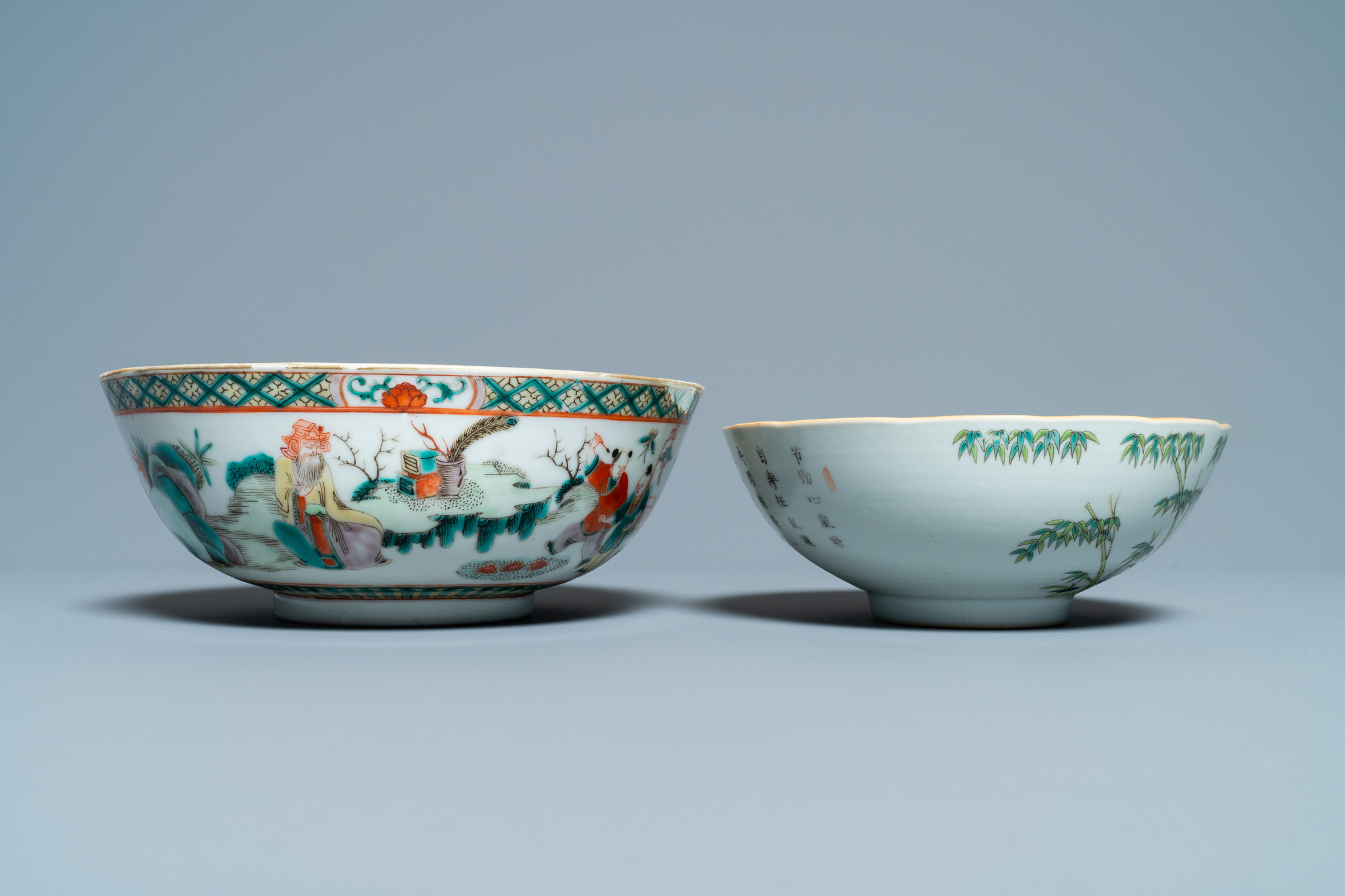 A Chinese blue and white jardiniere and two famille verte bowls, 19/20th C. - Image 11 of 13