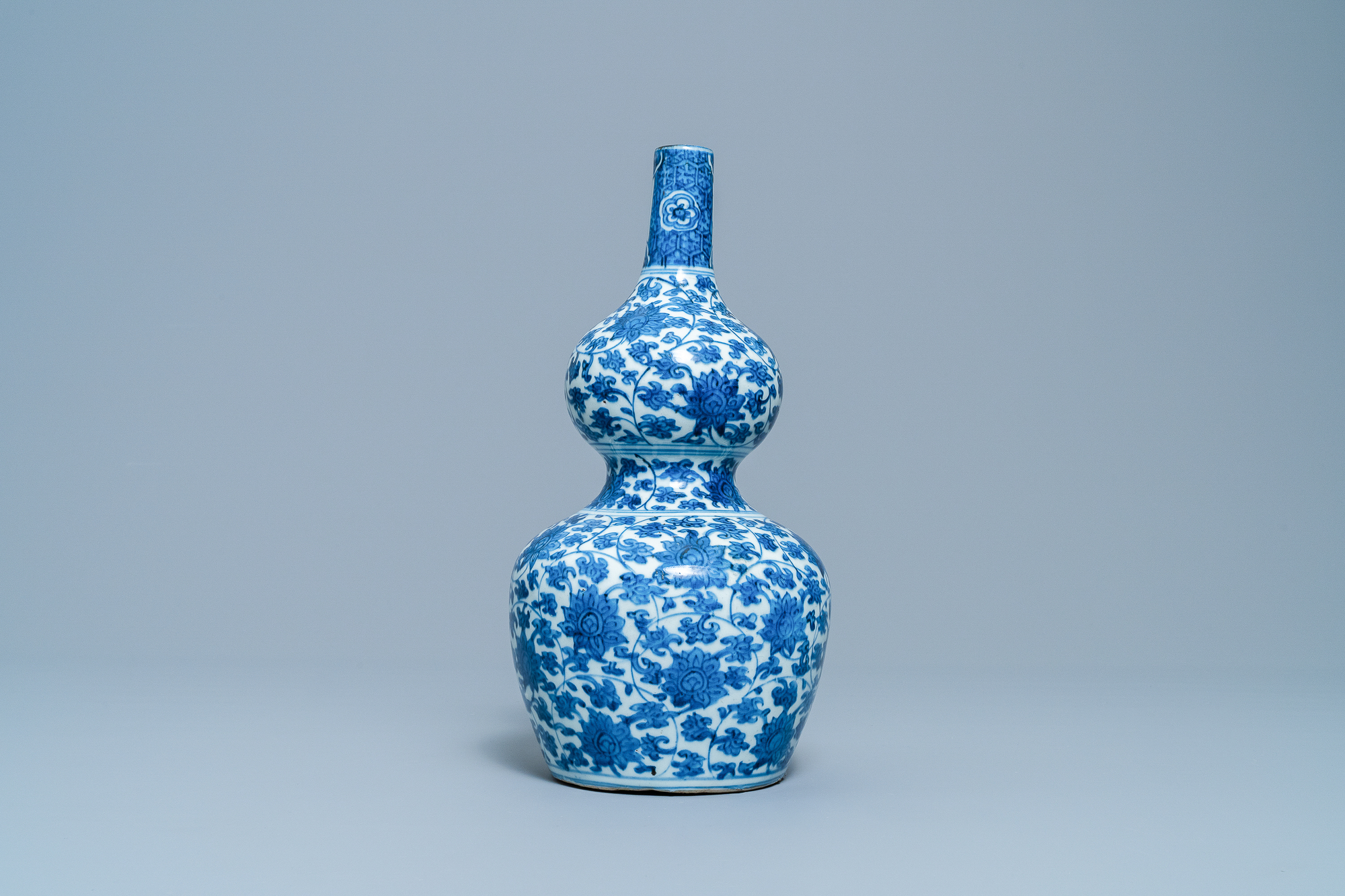 A Chinese blue and white 'lotus scroll' double gourd vase, Wanli - Image 4 of 8