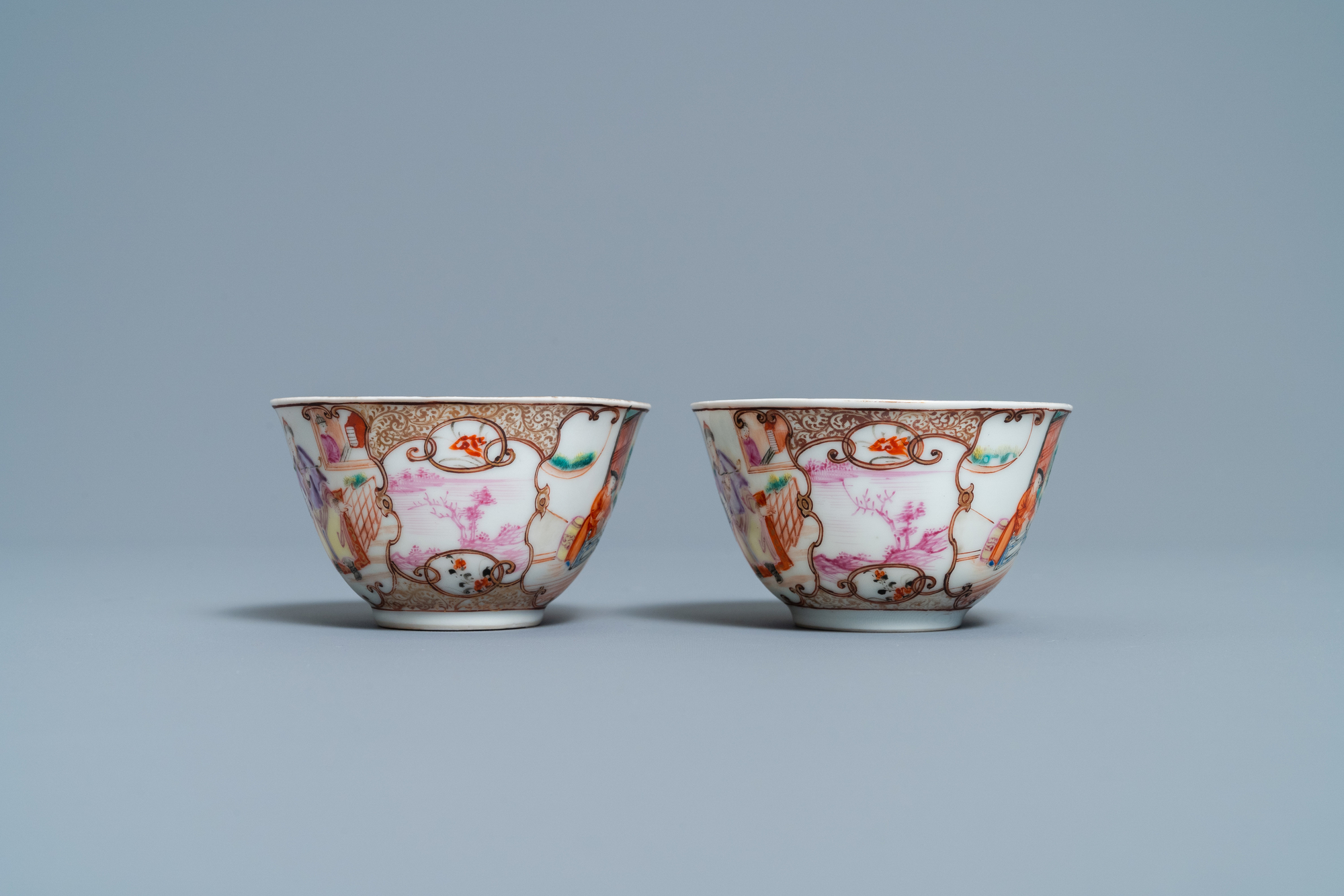 A pair of fine Chinese famille rose 'Mandarin' cups and saucers, Qianlong - Image 5 of 9
