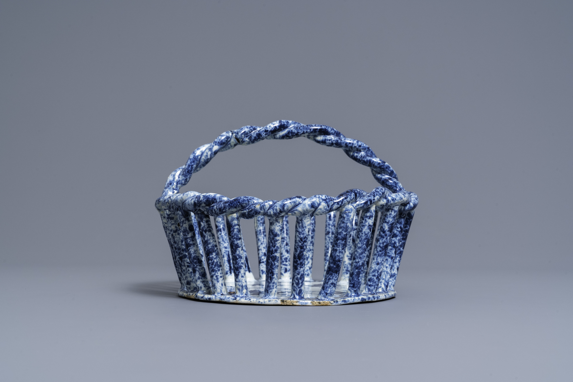 A rare Dutch Delft blue and white reticulated basket, 18th C. - Image 5 of 7
