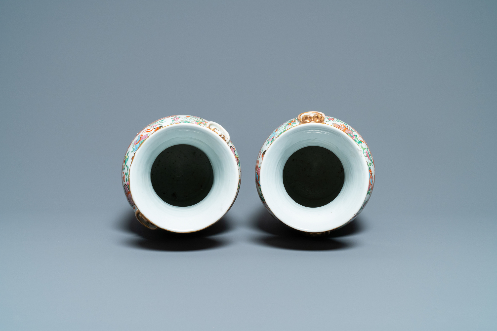 A pair of Chinese Canton famille rose vases, 19th C. - Image 5 of 6