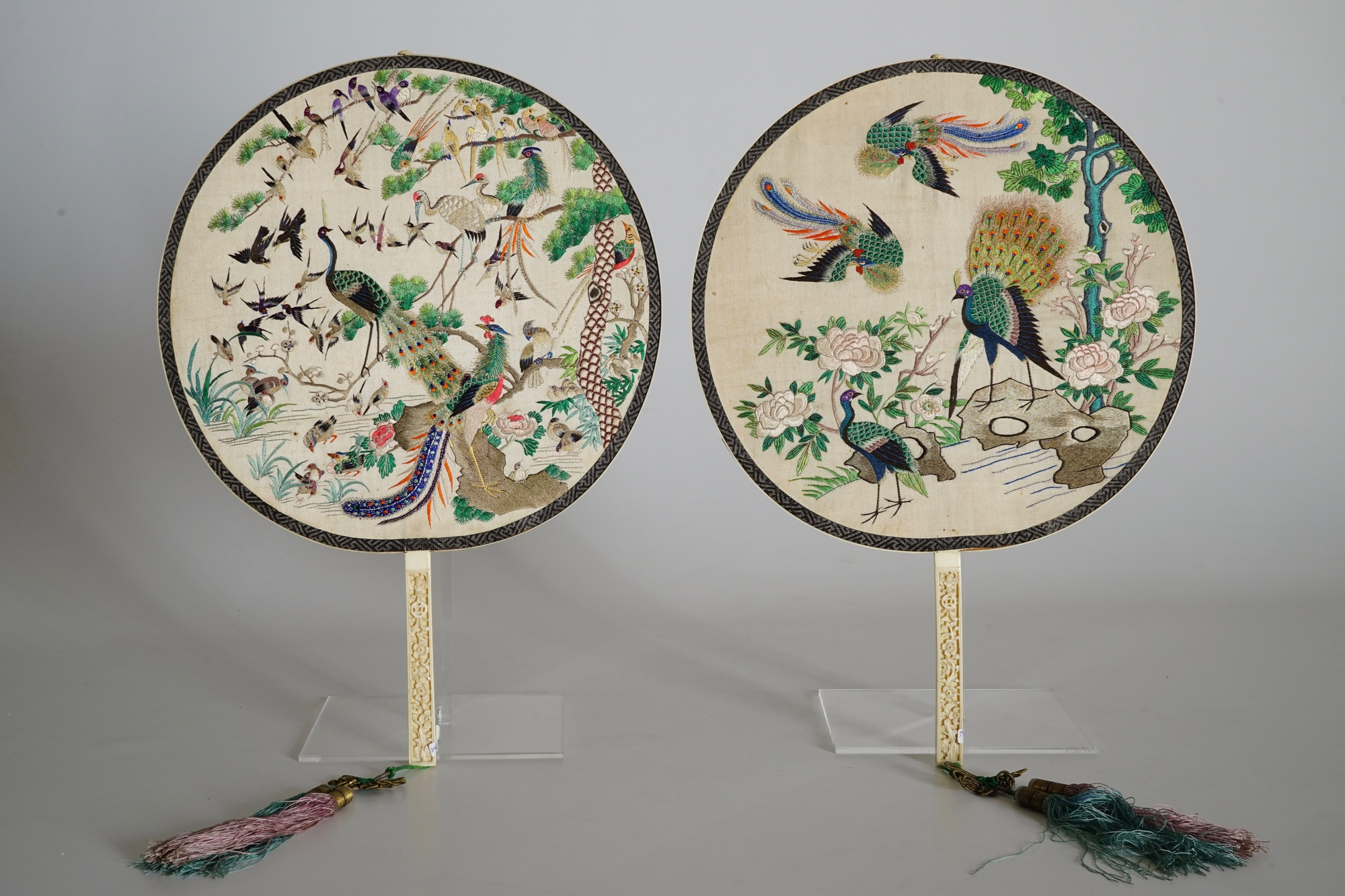 Two Chinese embroidered silk pien mien fans with ivory handle, 18/19th C. - Image 6 of 61